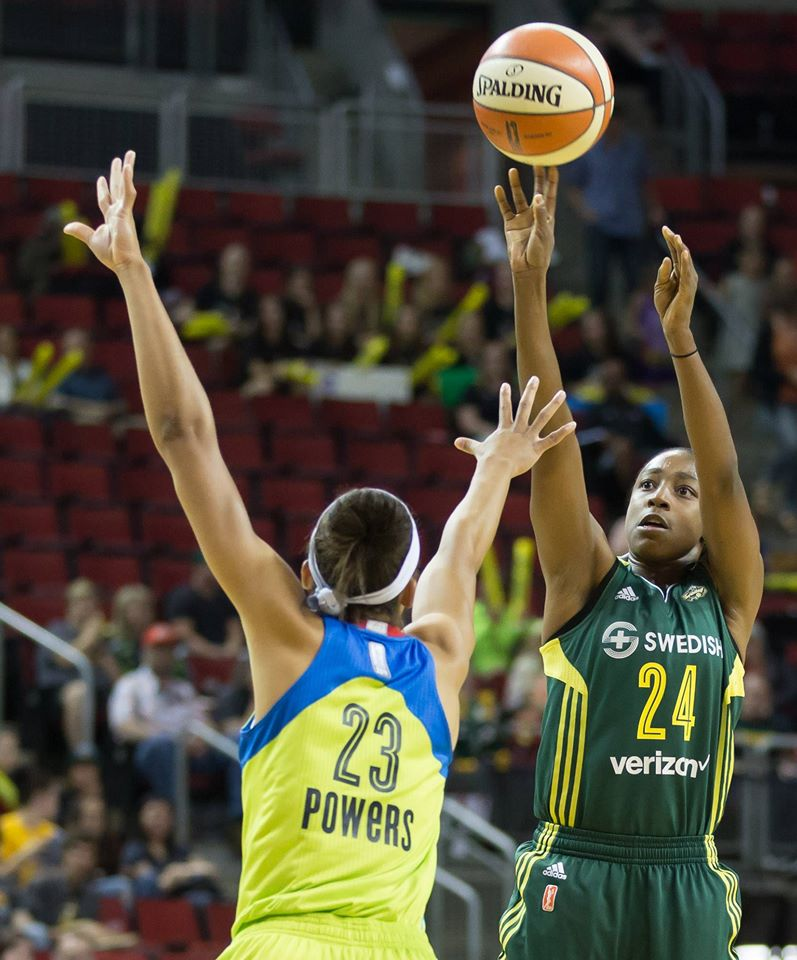 Jewell Loyd battled with Aerial Powers all game long.