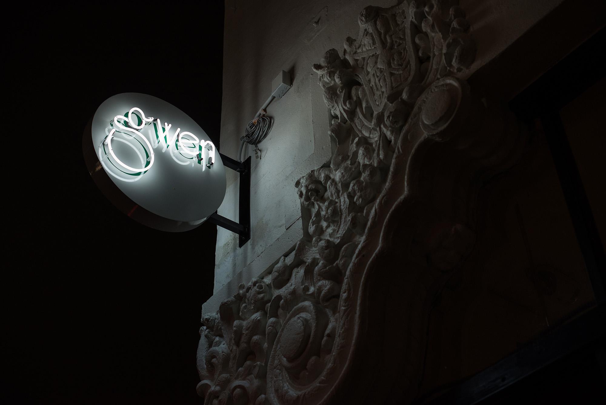 Sign at Gwen, Hollywood