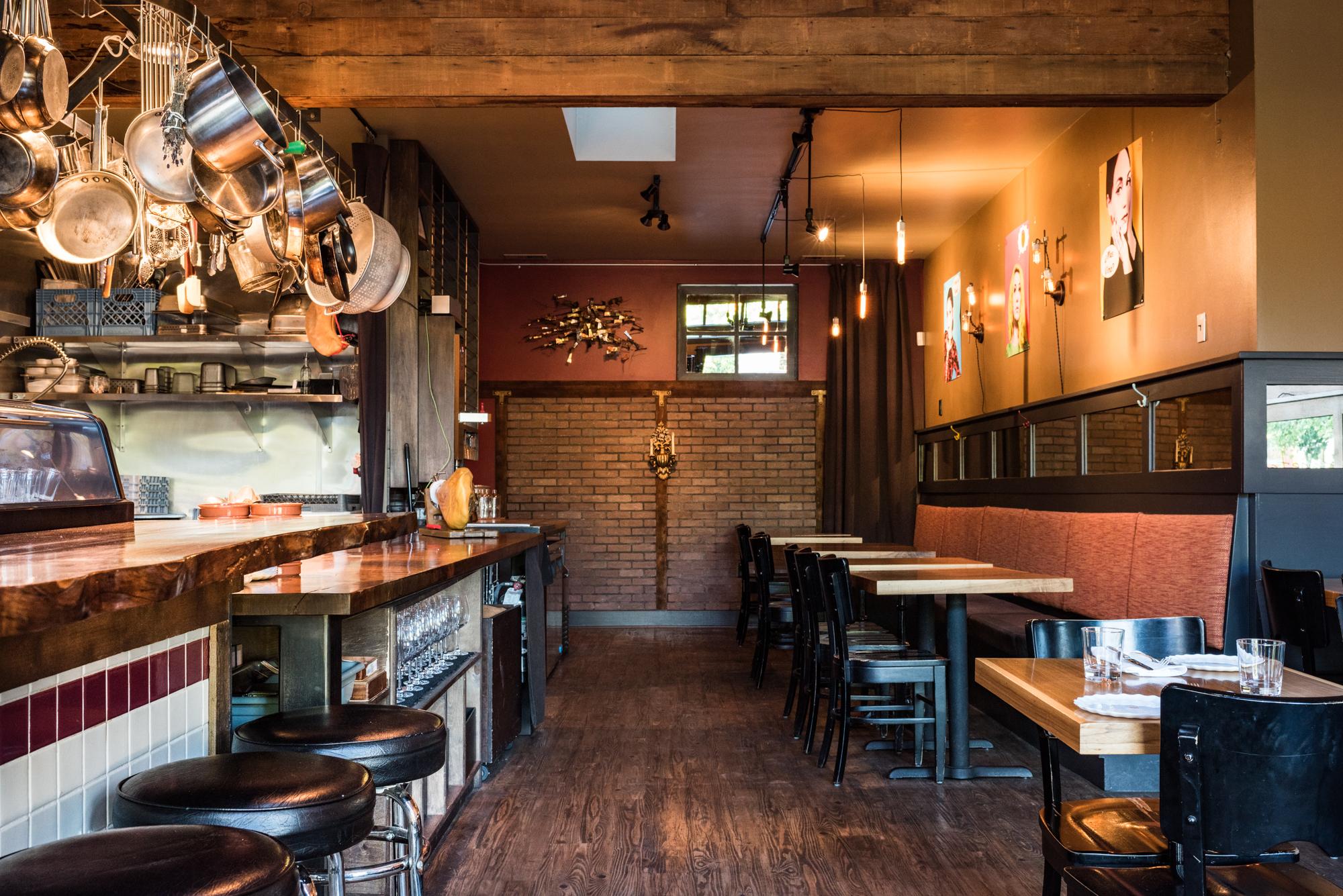The dining room of the Spanish restaurant Urdaneta