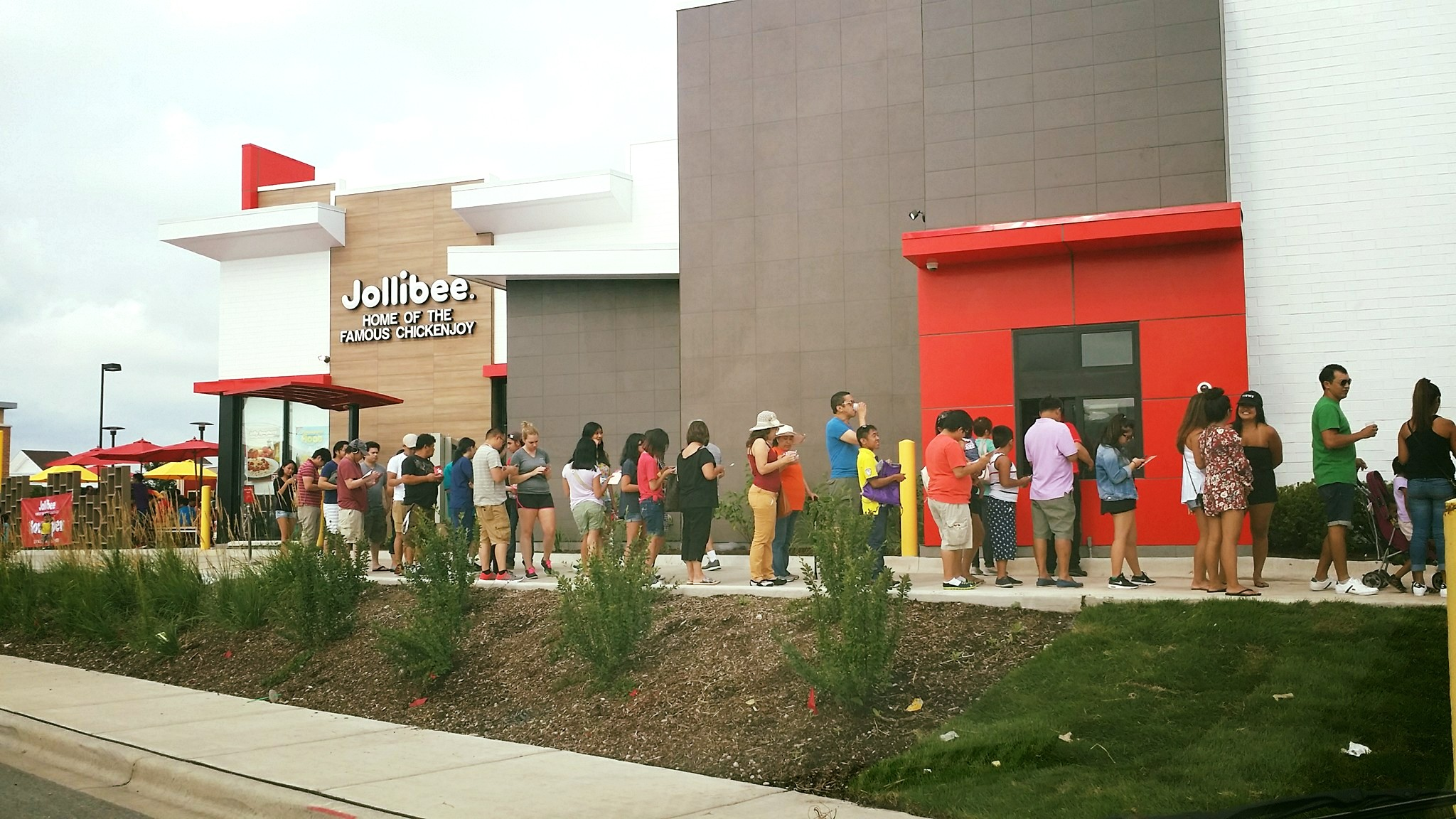Lines with four to five hours waits were reported this morning at the Jollibee opening in Skokie.