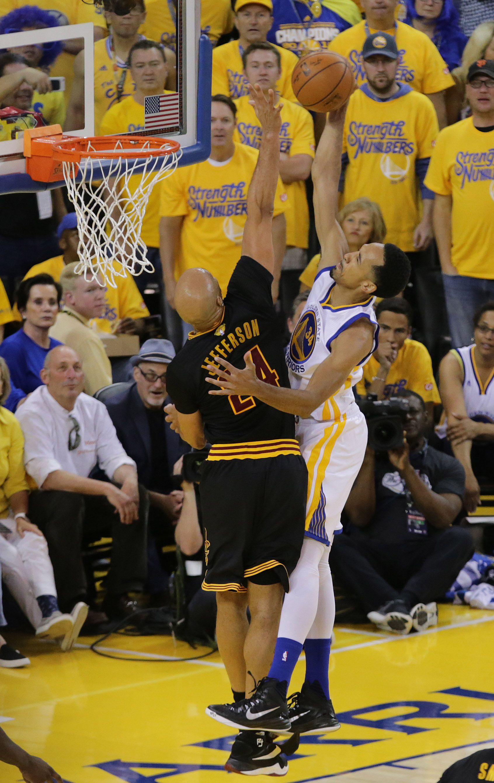 Shaun Livingston's old man game still includes dunking on fools.