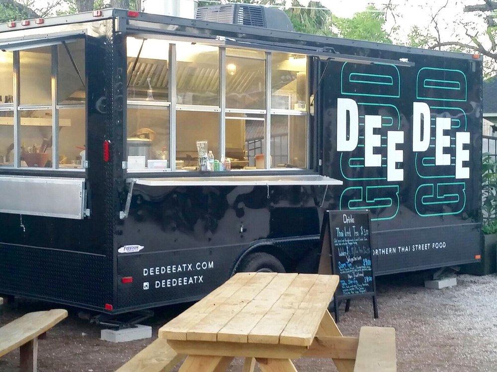 Dee Dee food trailer