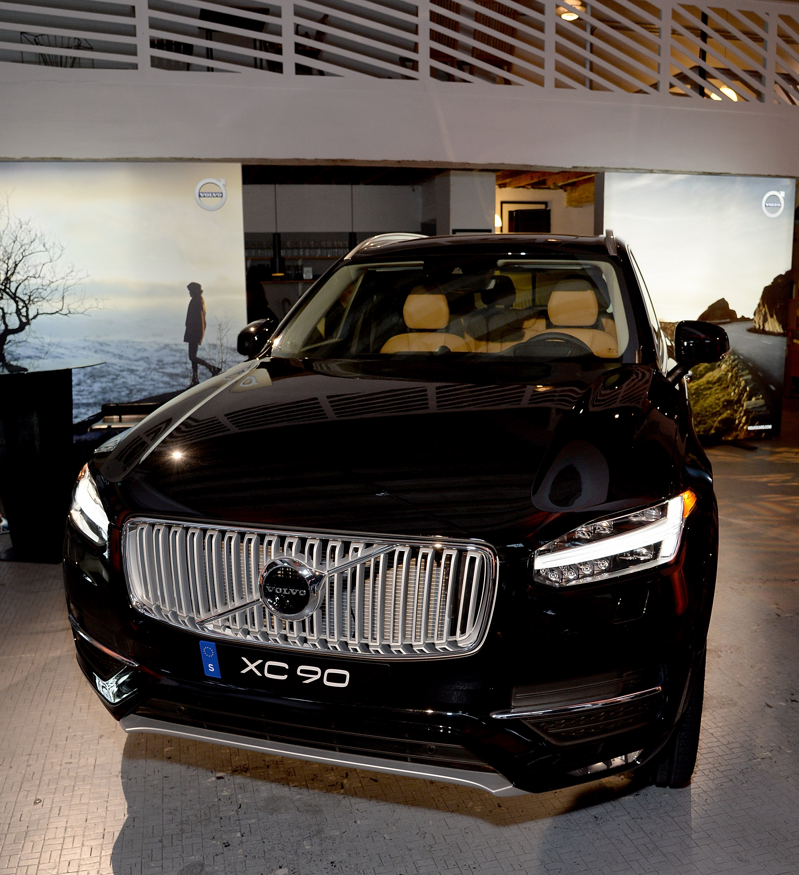Uber and Volvo commit $300 million to developing autonomous