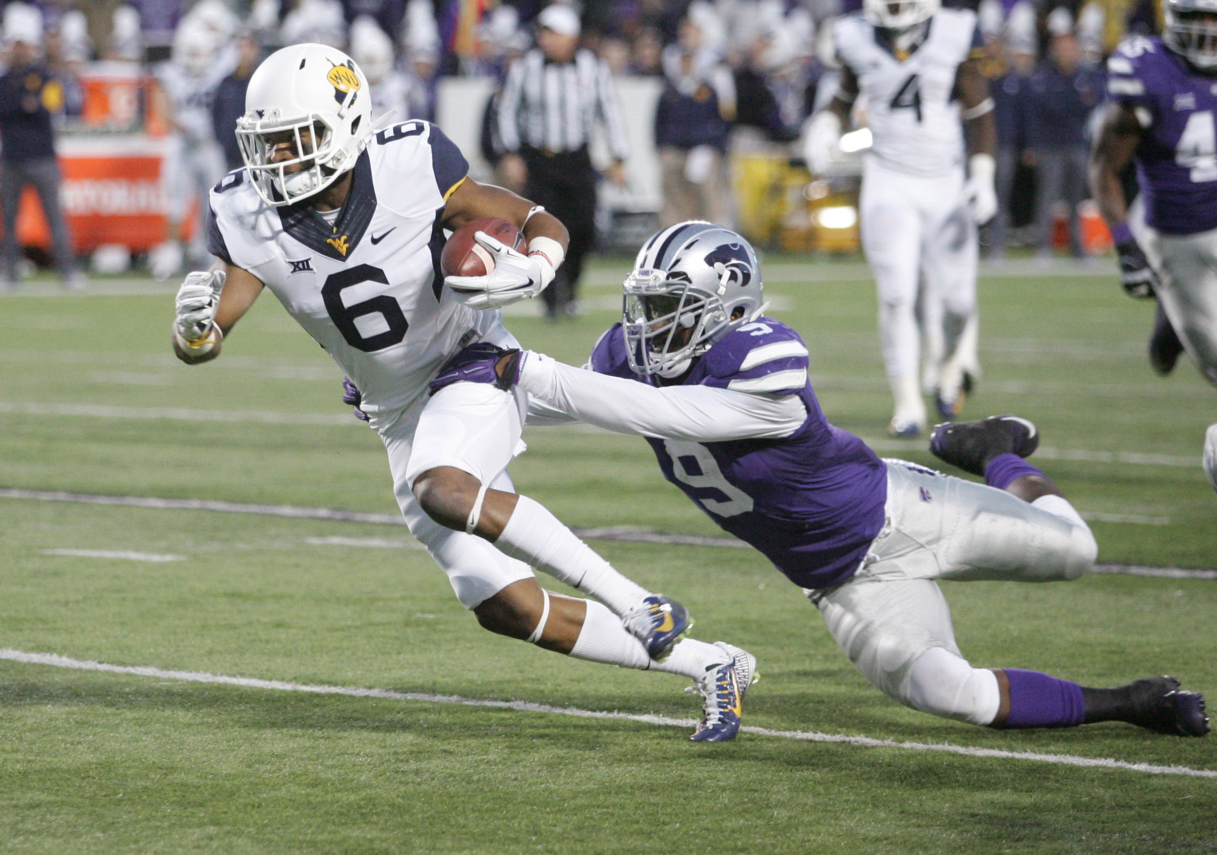 Clad in his Predator facemask, Elijah Lee took a huge step in his sophomore season. If he does the same this year, he will join the pantheon of the greatest K-State linebackers.