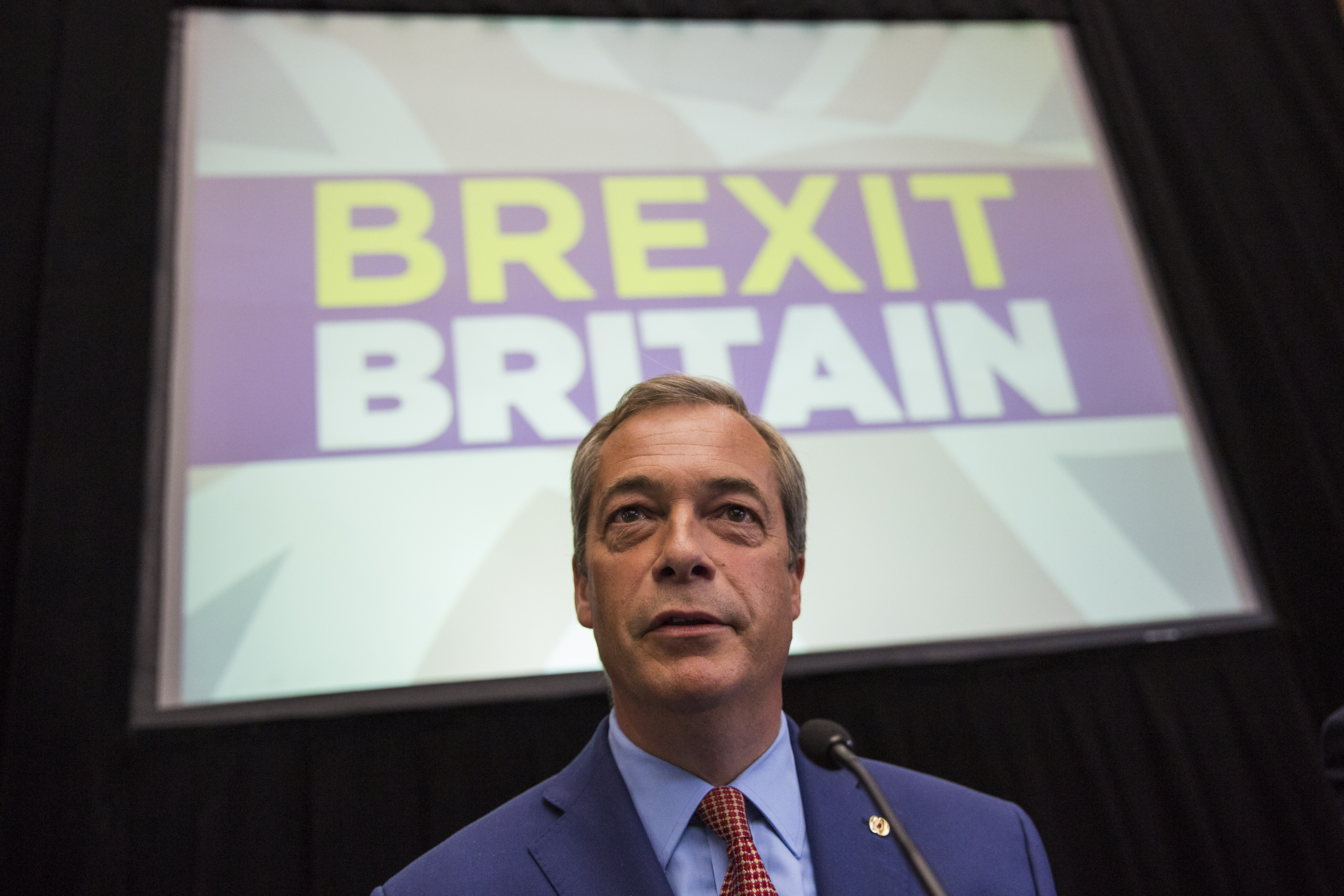 Nigel Farage in front of Brexit sign