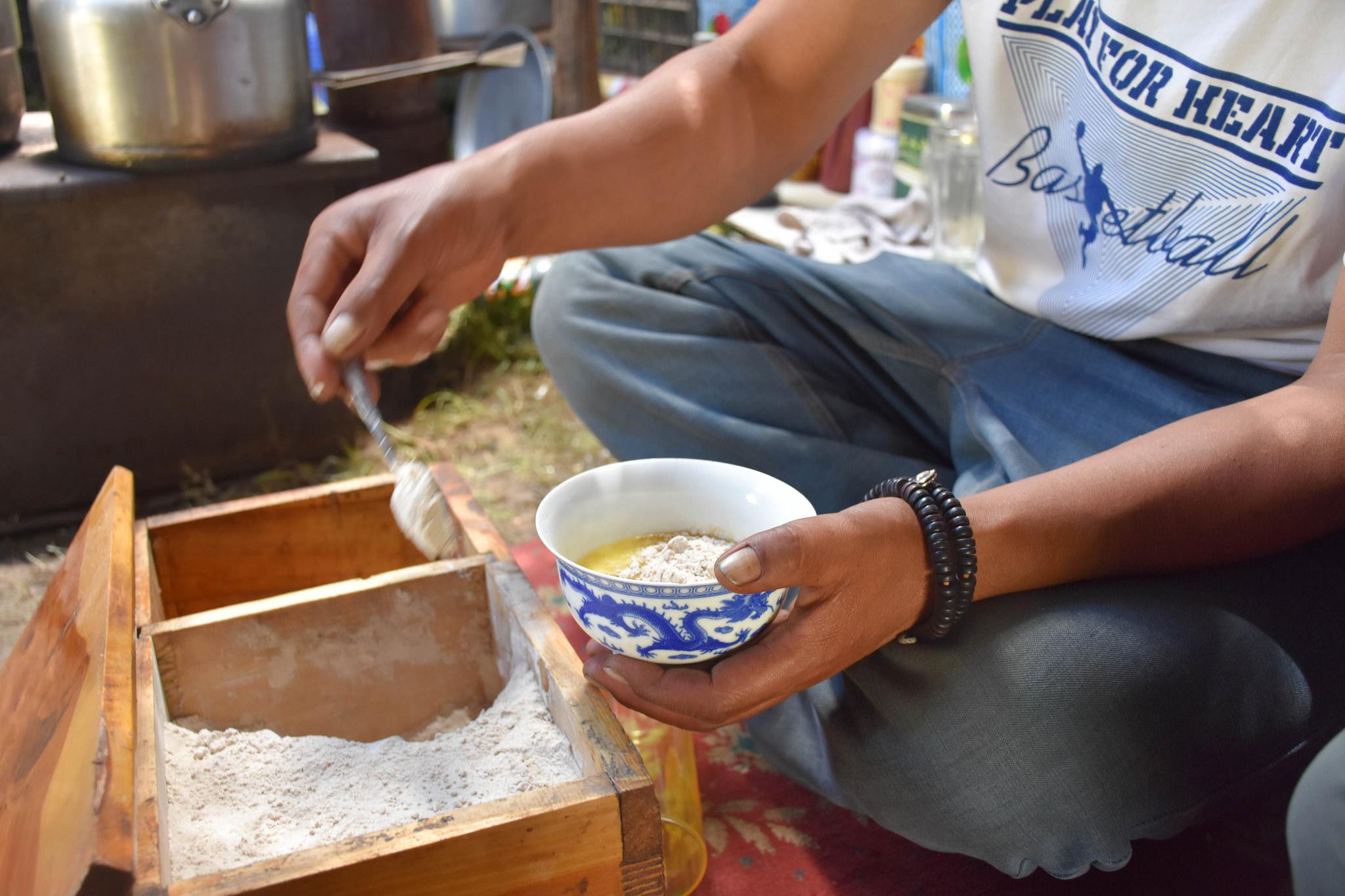 making tsampa