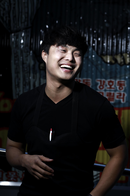 Deuki Hong