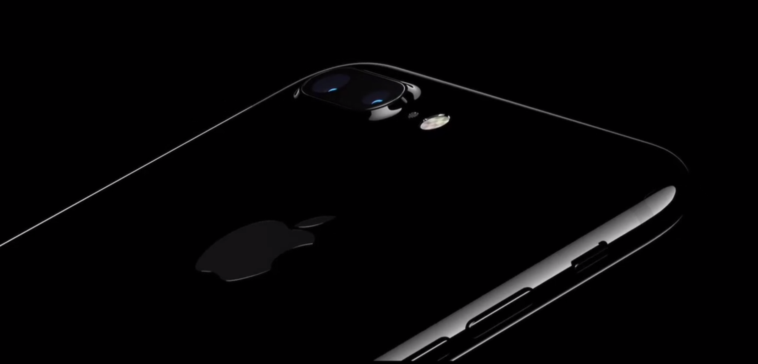 Apple warns that its jet black iPhone 7 scratches easily