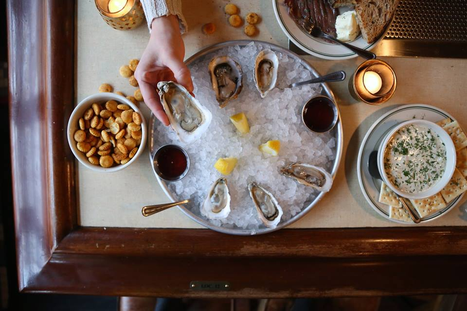 Queen Mary Tavern's oyster happy hour