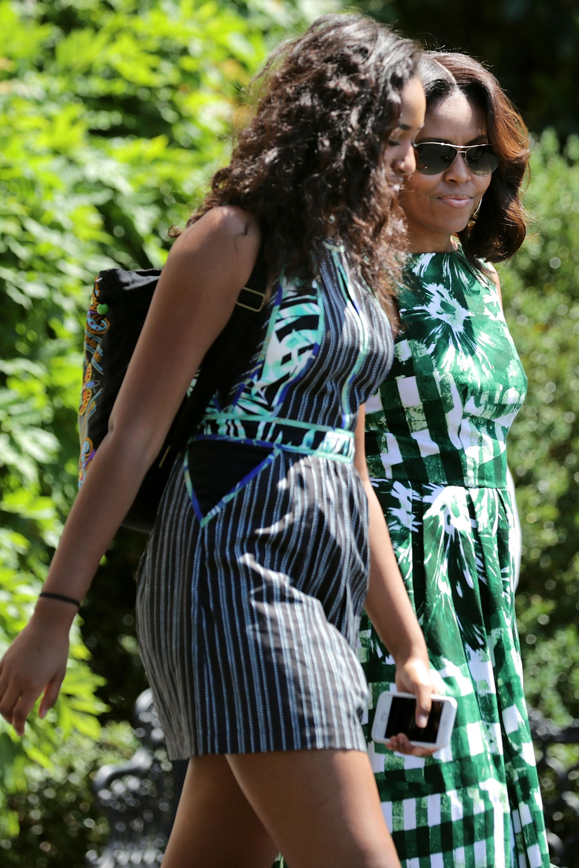 Sasha and Michelle Obama.