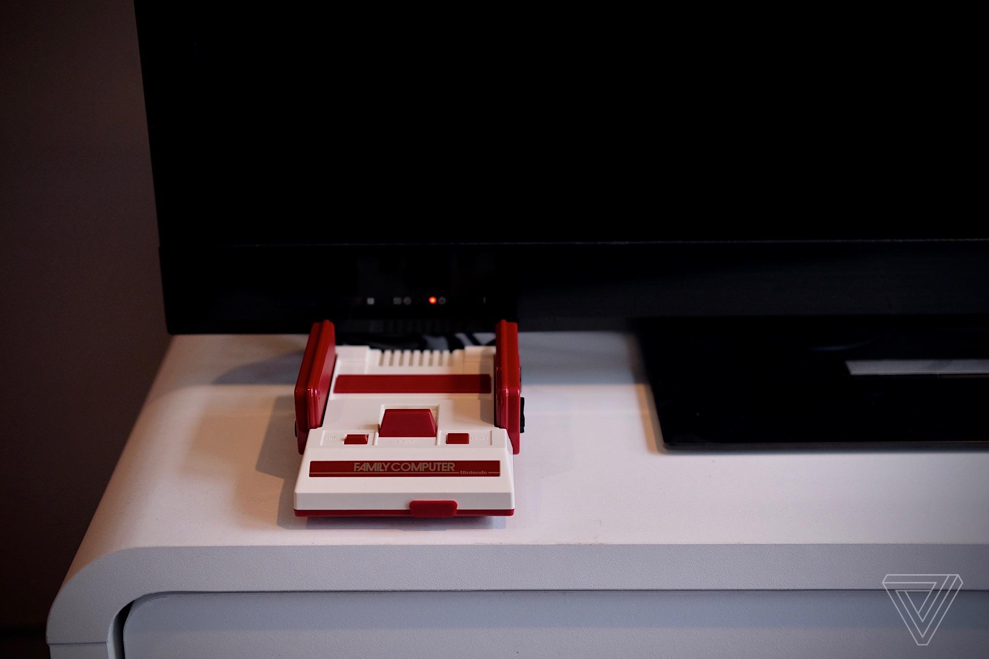 Nintendo Classic Mini Famicom photos