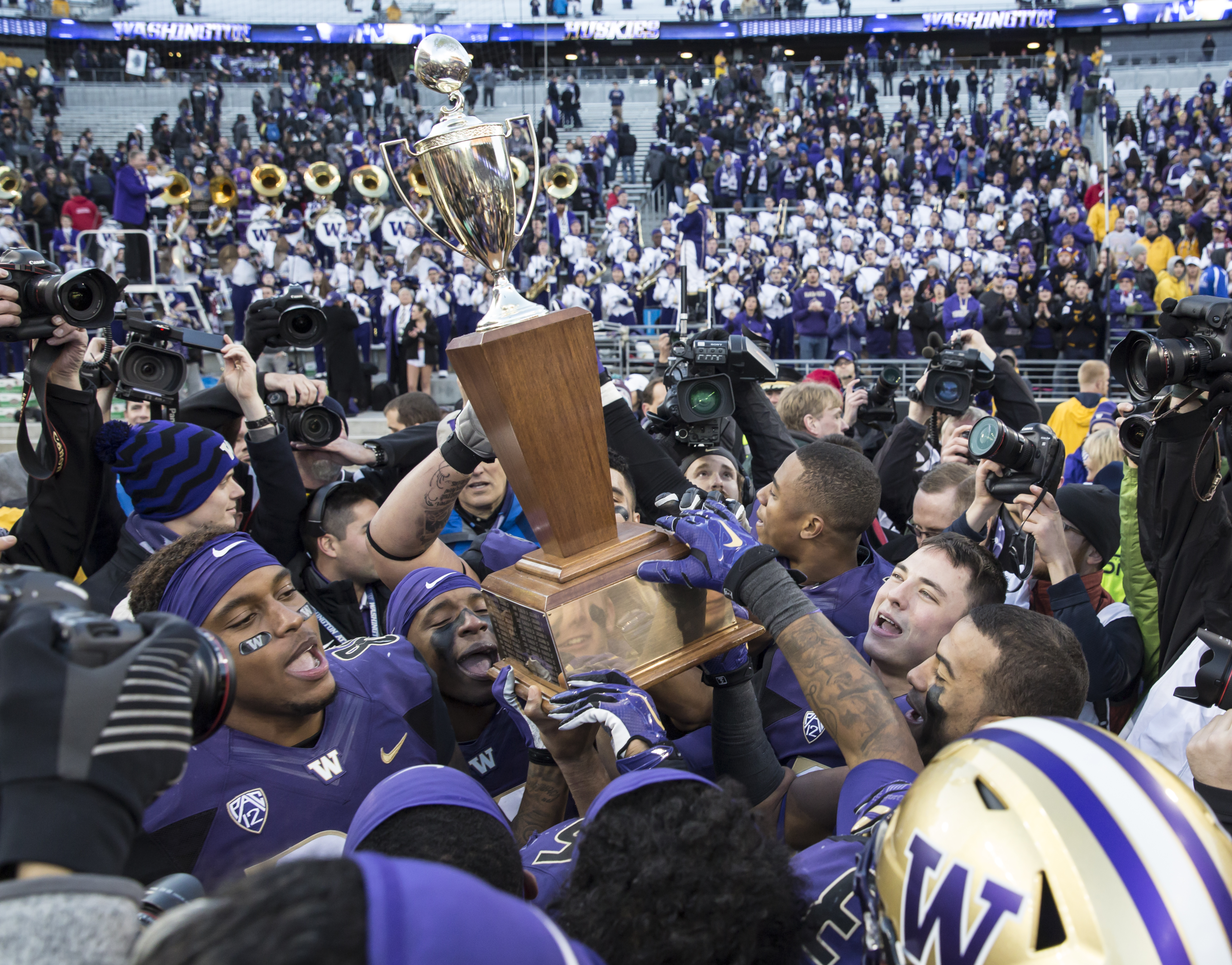 Will Washington get to keep the Apple Cup another year?