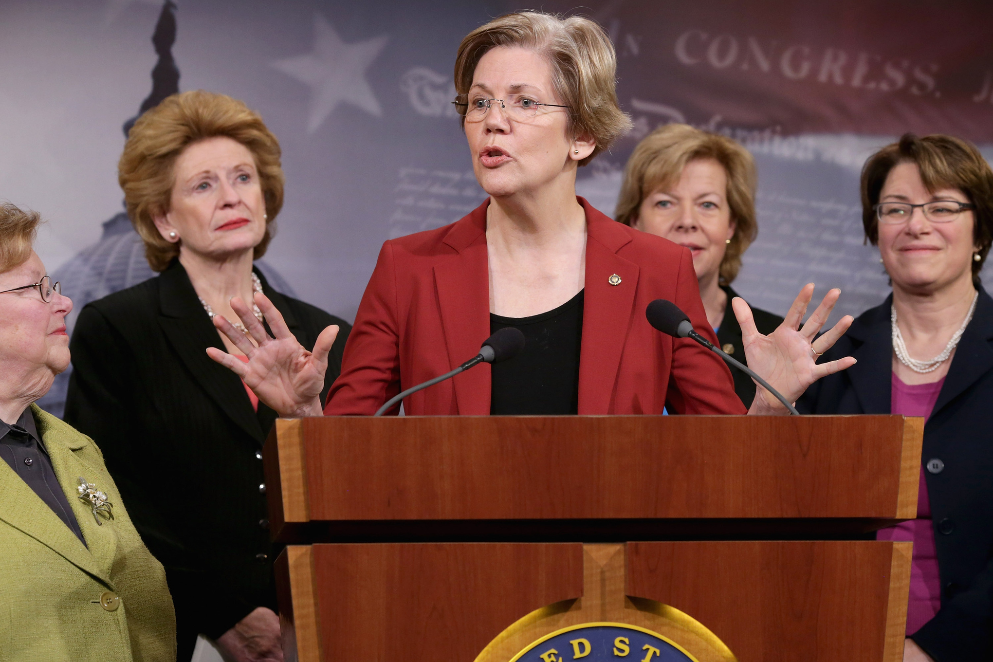 Elizabeth Warren calls for an investigation into Donald Trump's global conflicts of interest