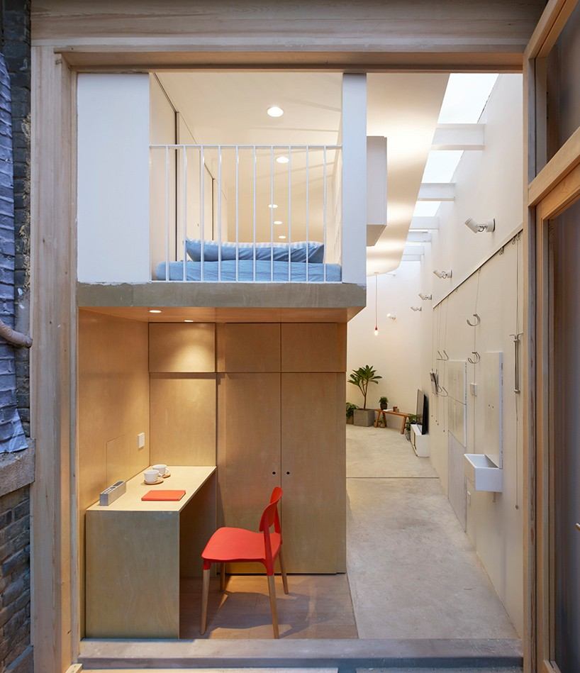 Clever tiny home fits a family of 6 in Beijing