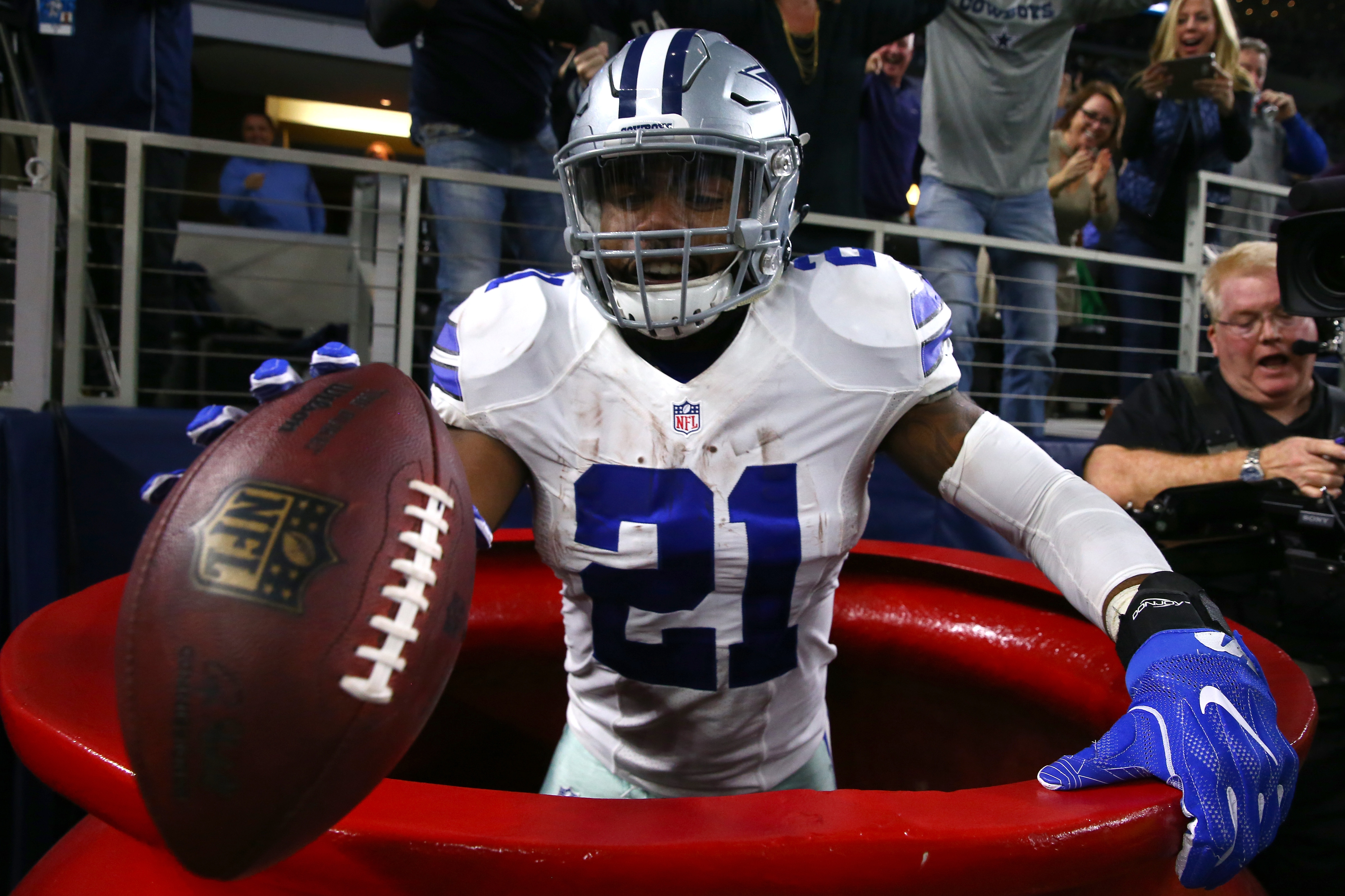 Ezekiel Elliott won't get fined by the NFL for his Salvation Army kettle jumping celebration