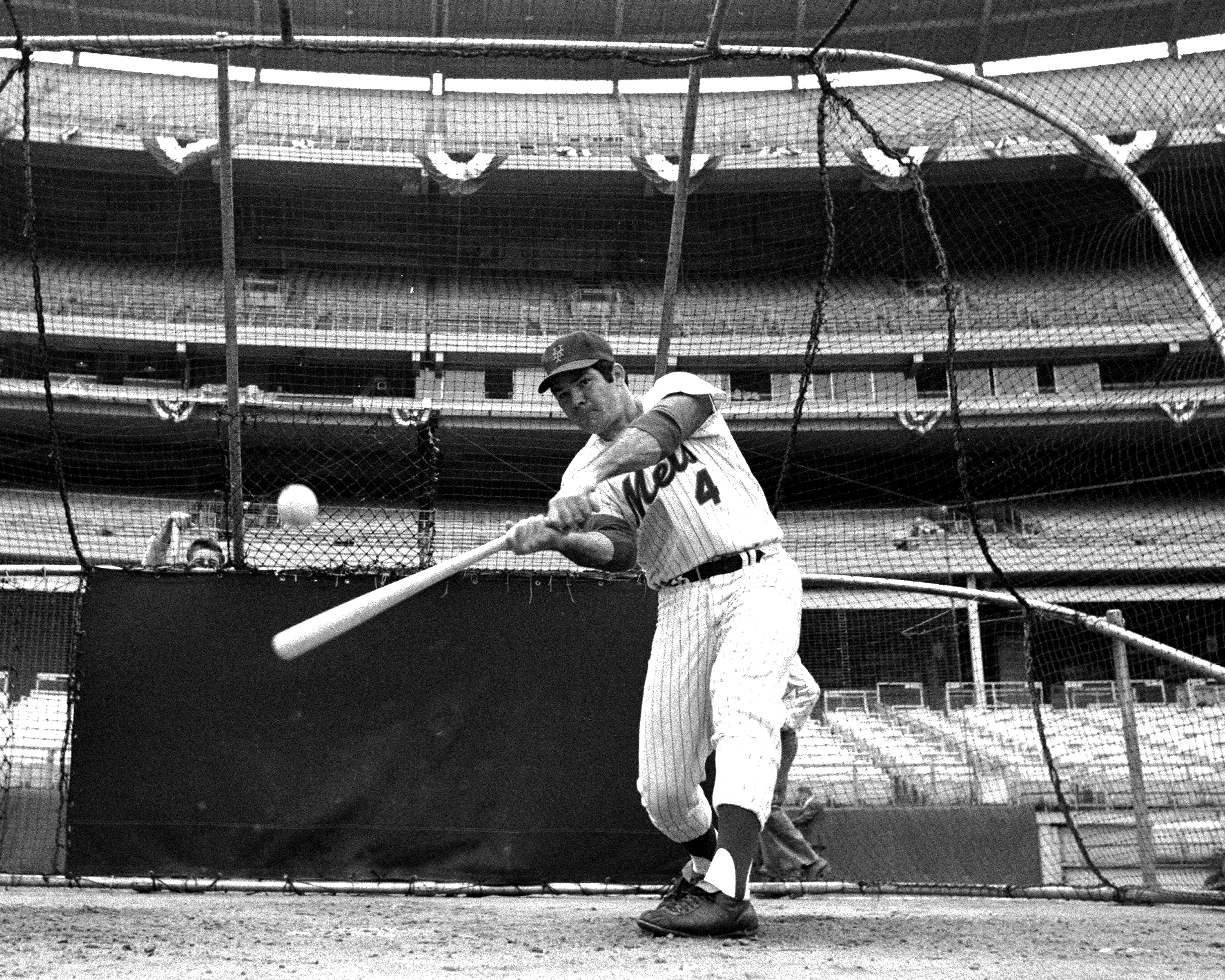 N.Y. Mets Ron Swoboda takeS batting practice prior to Game 3