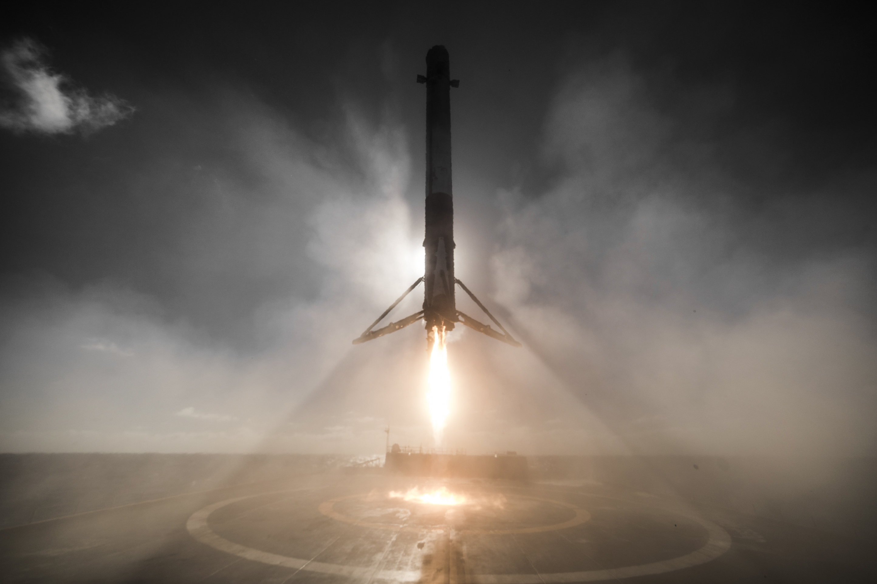 SpaceX caught a dramatic photo of this weekend's rocket landing