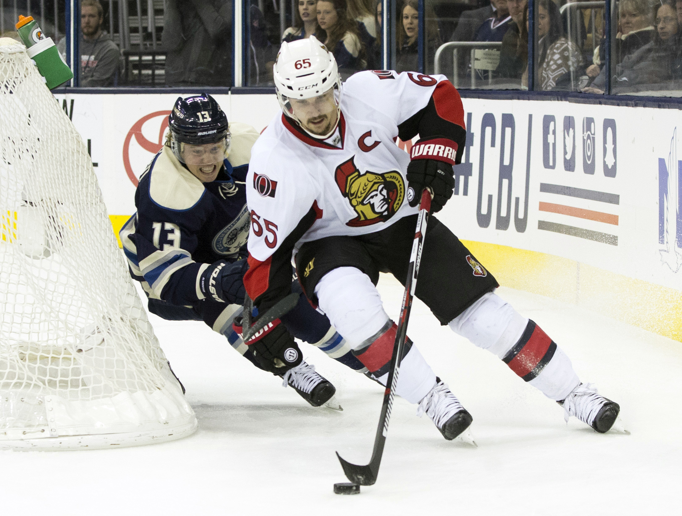 Karlsson holds off Atkinson on the forecheck