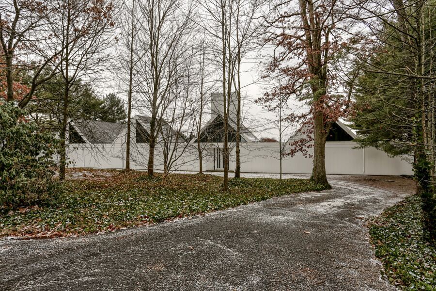 A Hugh Newell Jacobsen-designed home can be yours for $295K, plus more for significant repairs