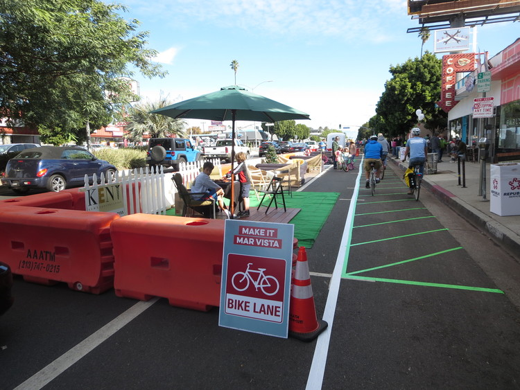Bike lane on Venice Boulevard