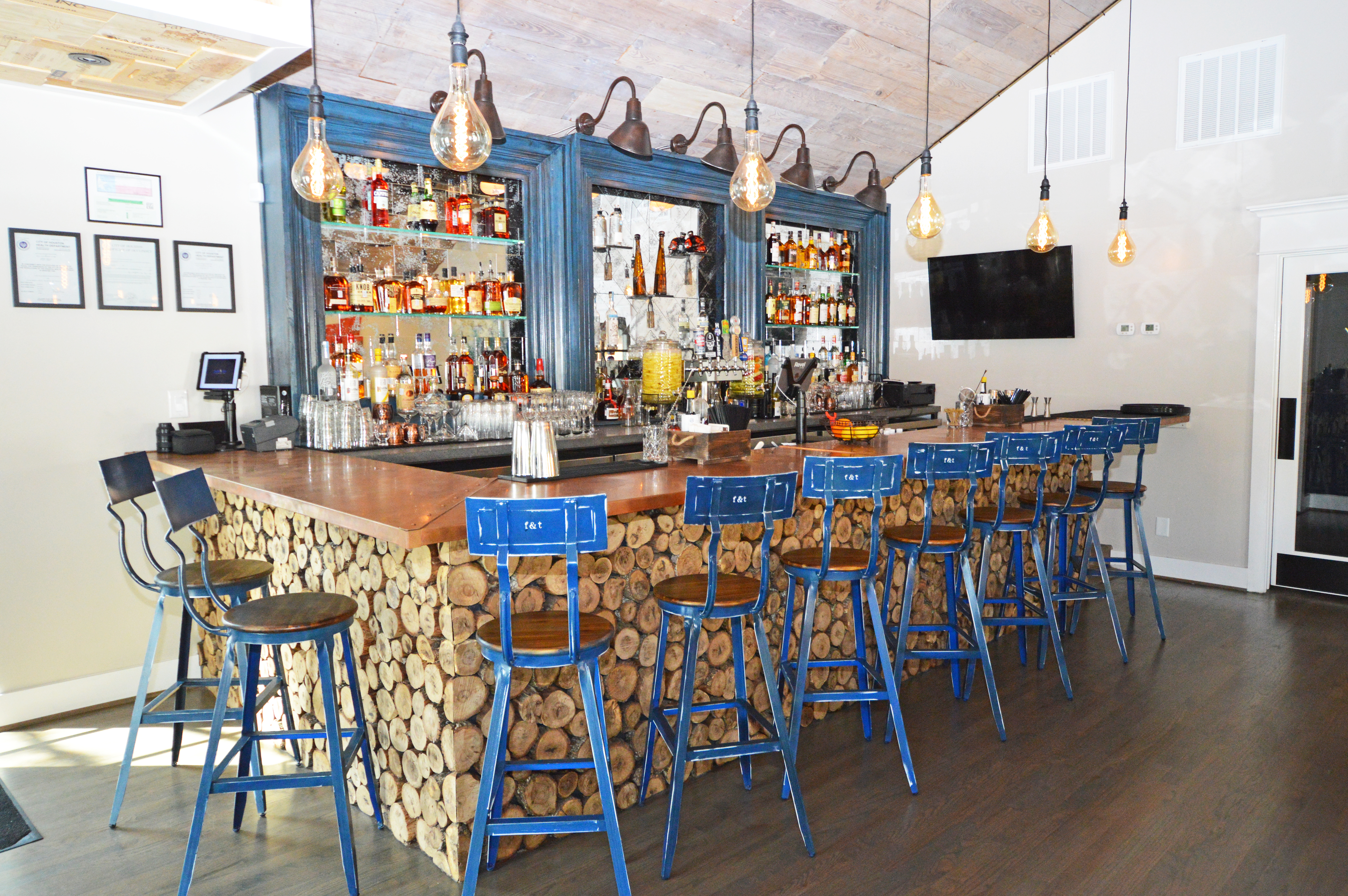 Field and Tides cocktail bar
