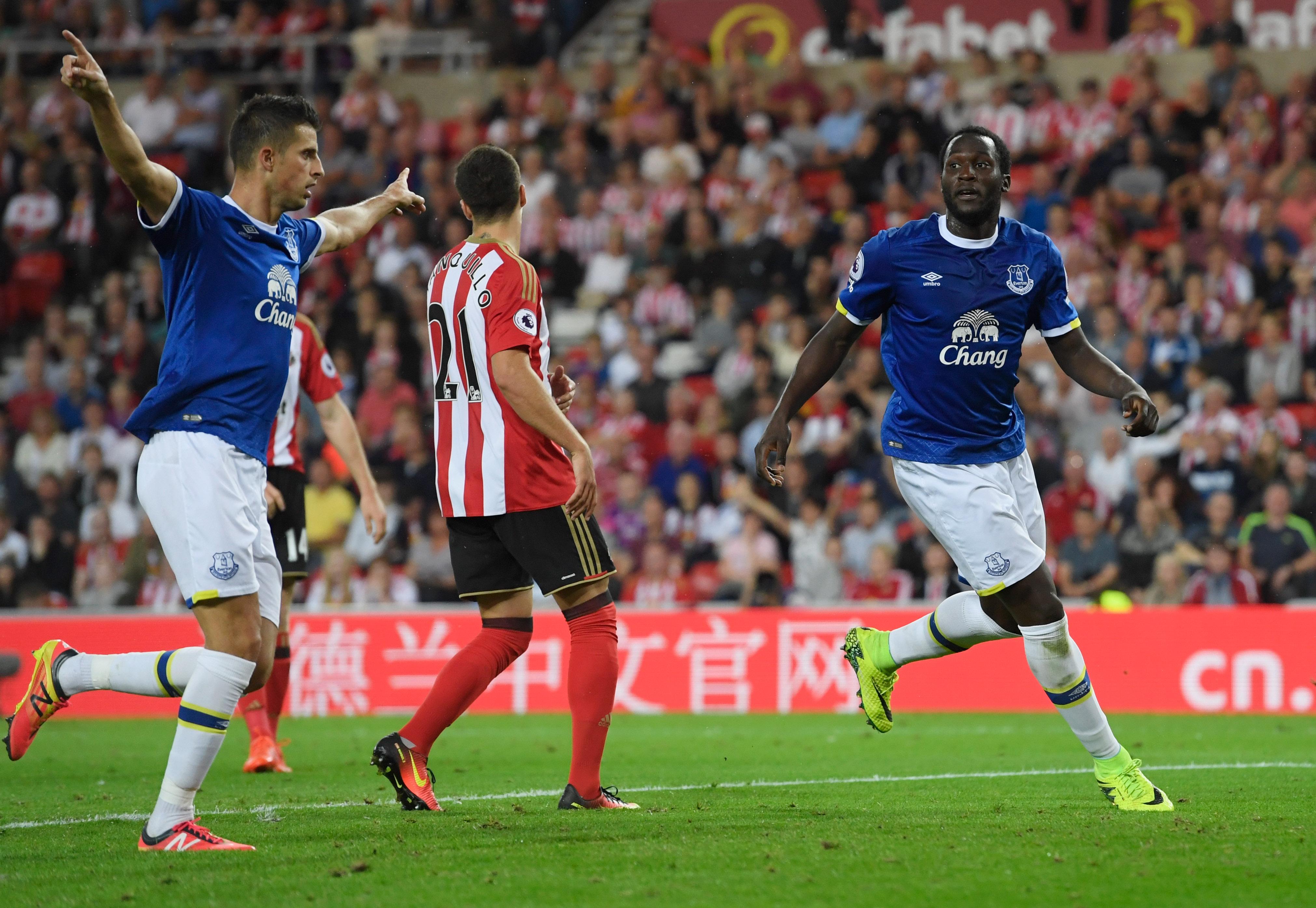 Mirallas and Lukaku celebrate an Everton goal against Sunderland