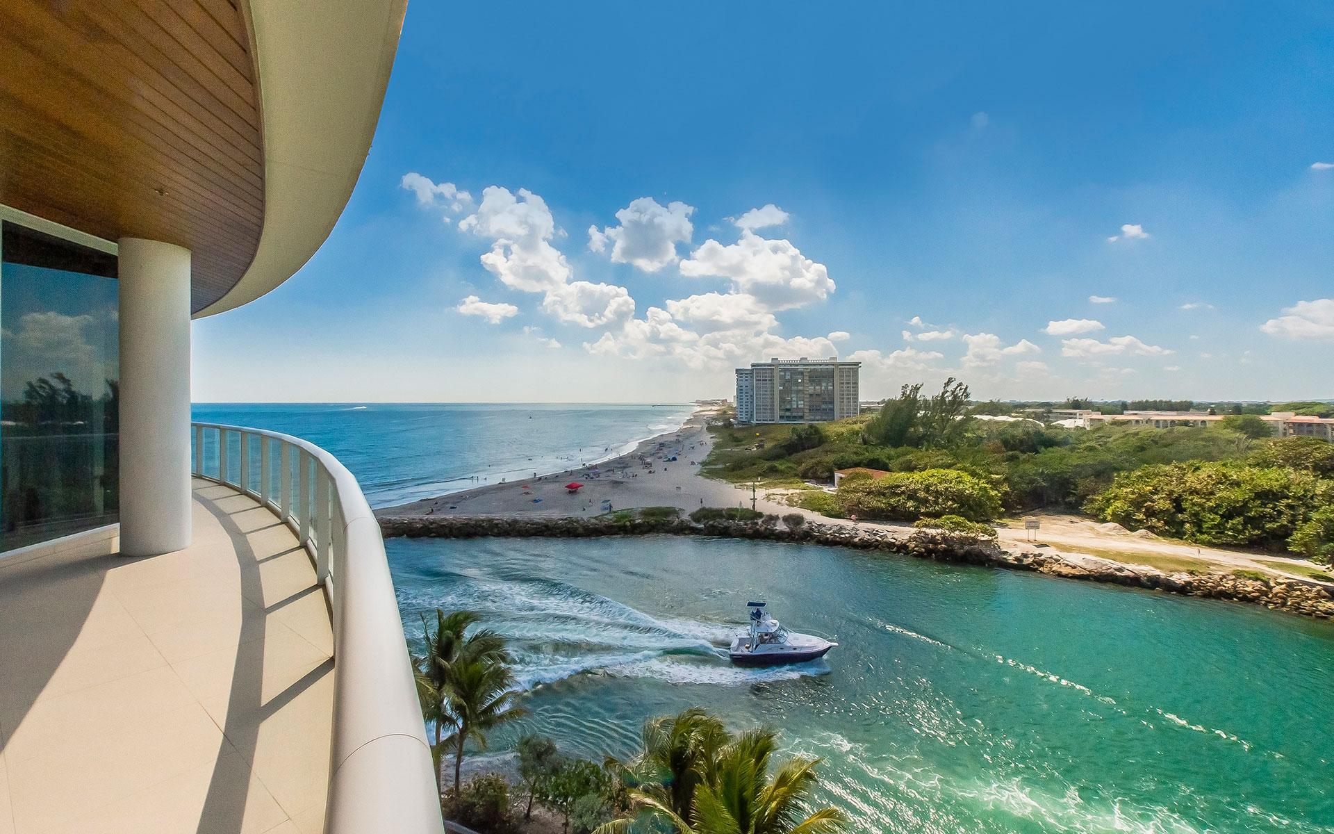 Ocean views from a balcony in Boca