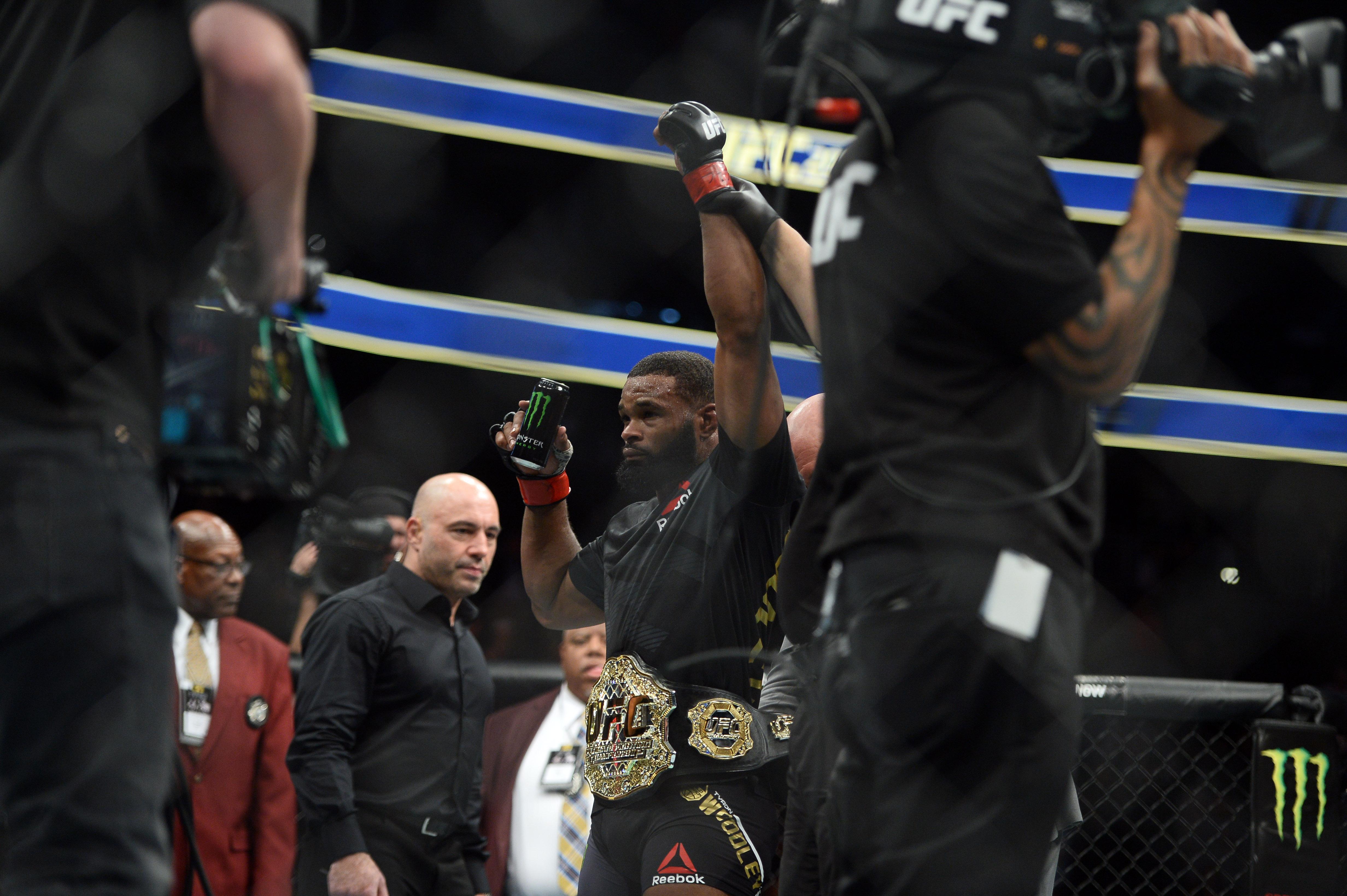 MMA: UFC 209-Woodley vs Thompson