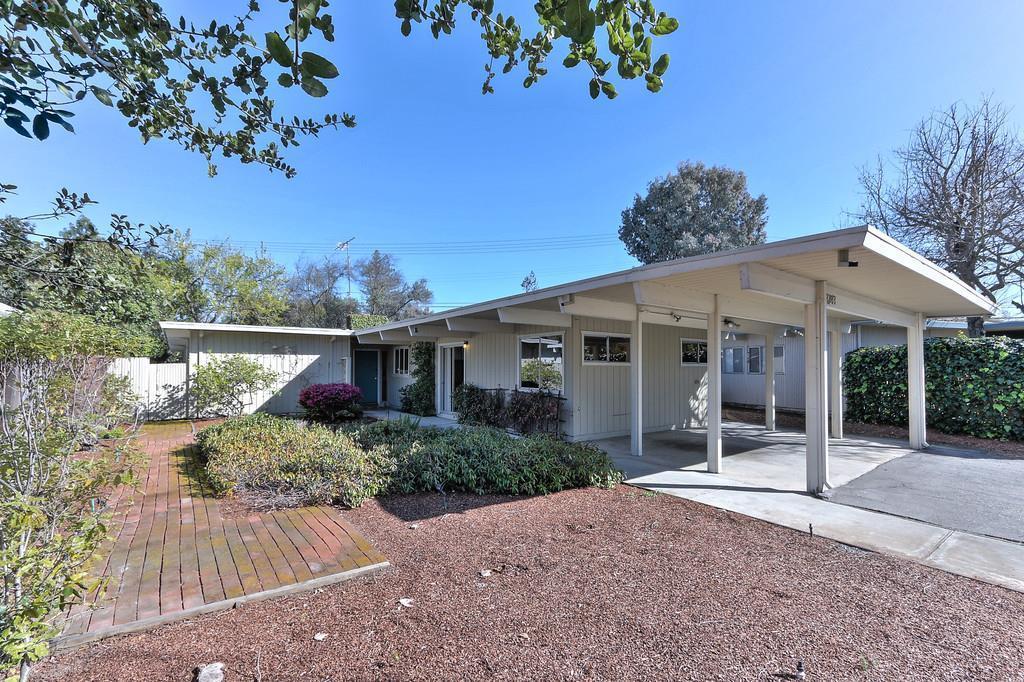 Eichler home's exterior in Palo Alto.