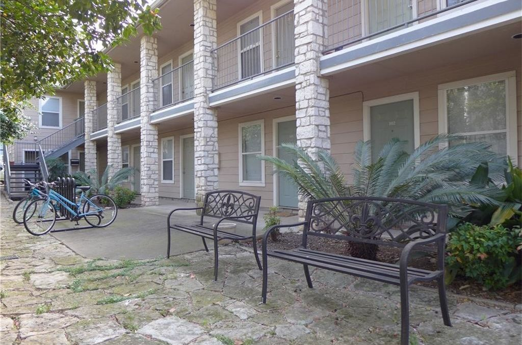 Robinson Street apartment