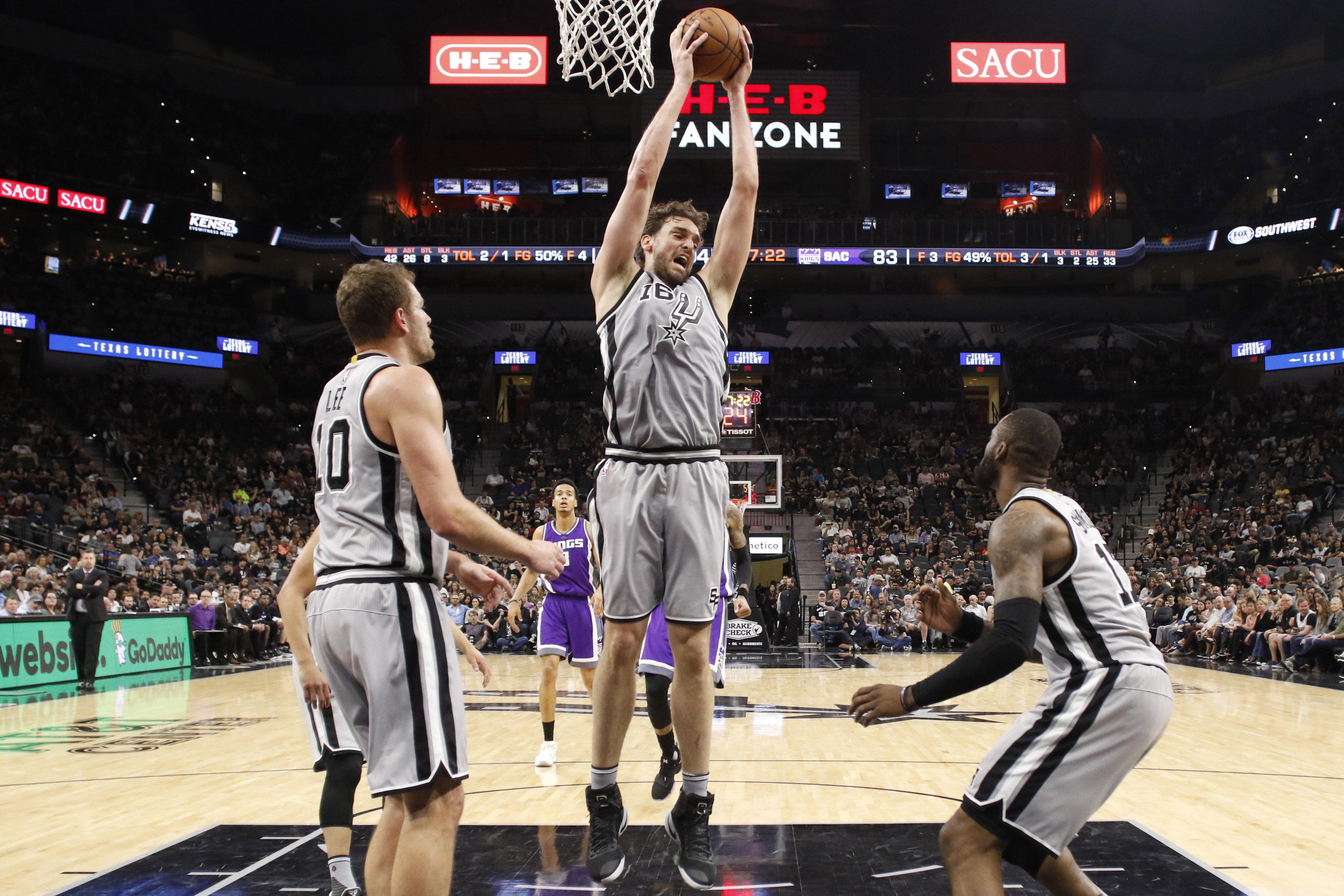 NBA: Sacramento Kings at San Antonio Spurs