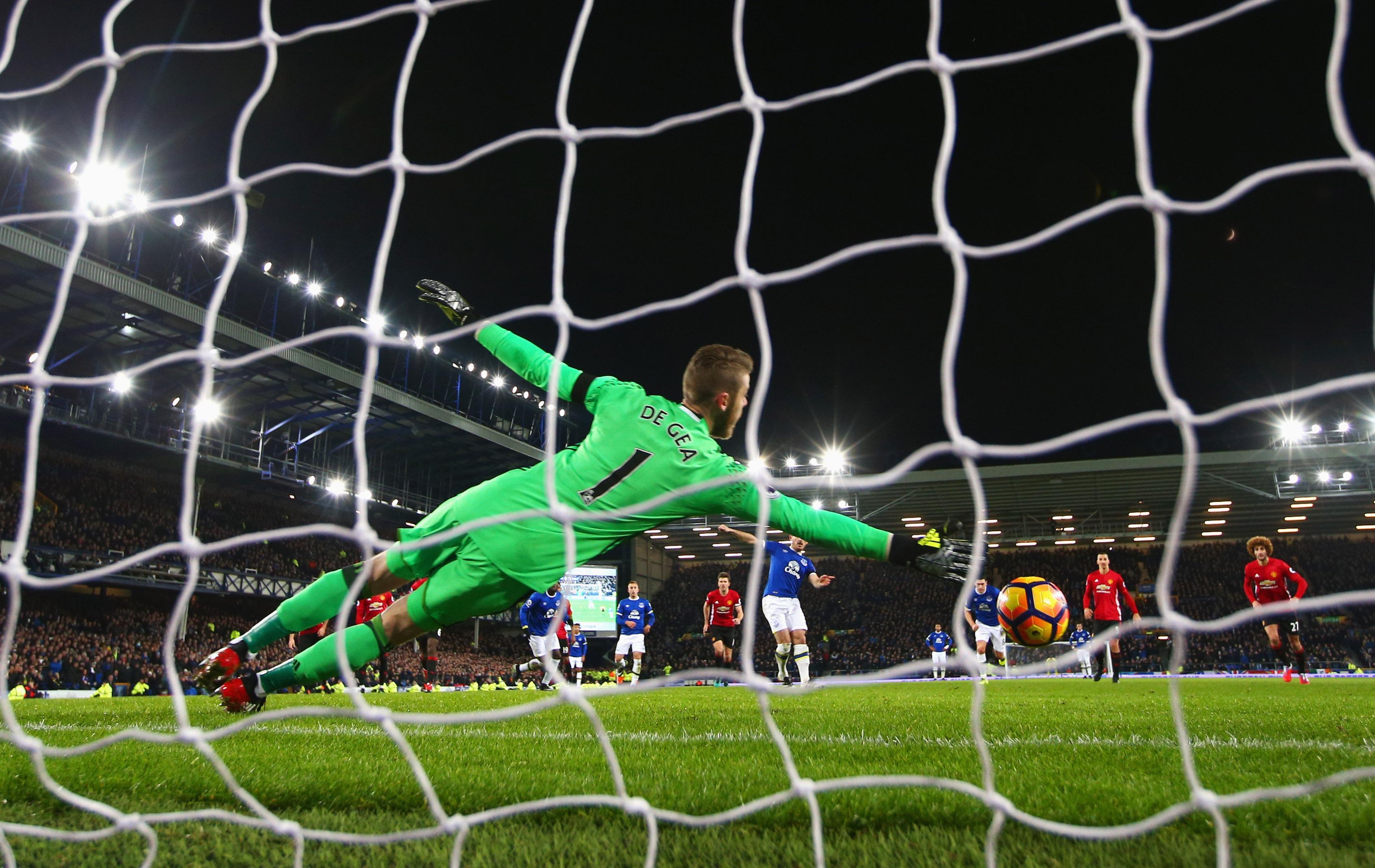 Leighton Baines scoring Everton's equalizer at Goodison Park