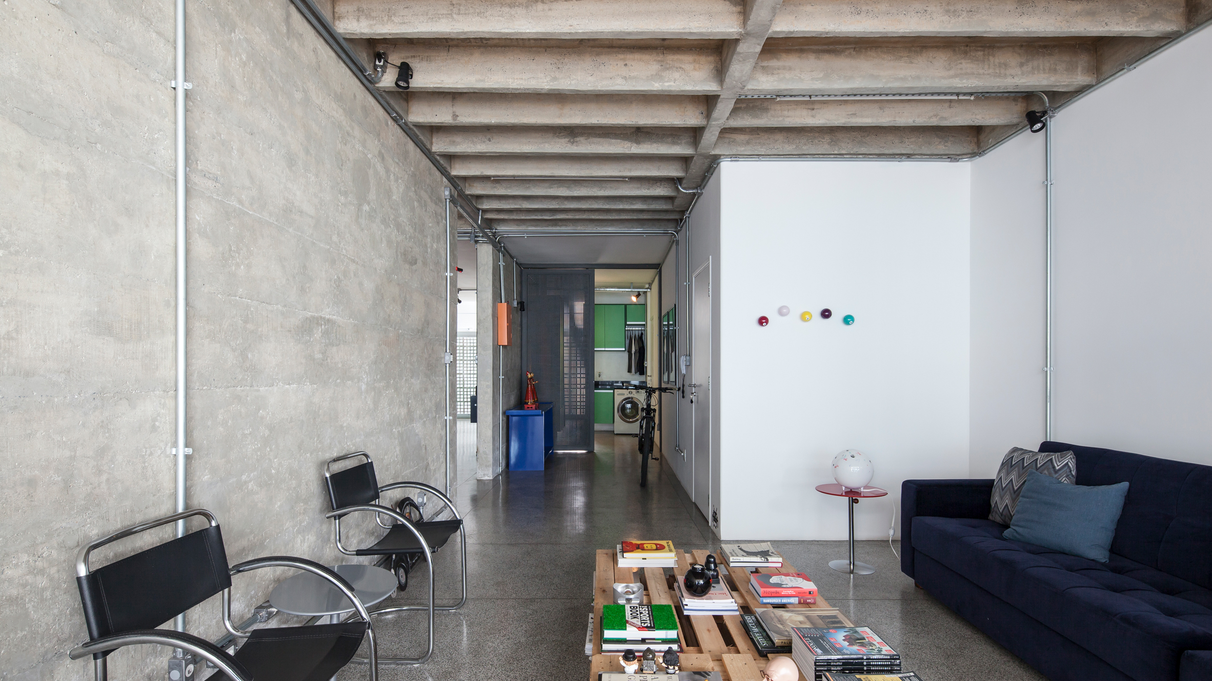 '60s apartment with concrete walls