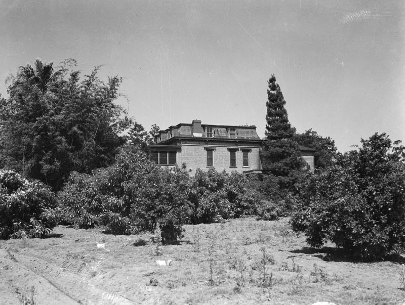 Exterior view of the oldPhillipshouse in Spadra, later part of Pomona, on June 21, 1939. It was built for LouisPhillipsand completed in 1875. Other than the adobes, this post-Civil War Victorian style home is the oldest in the Pomo