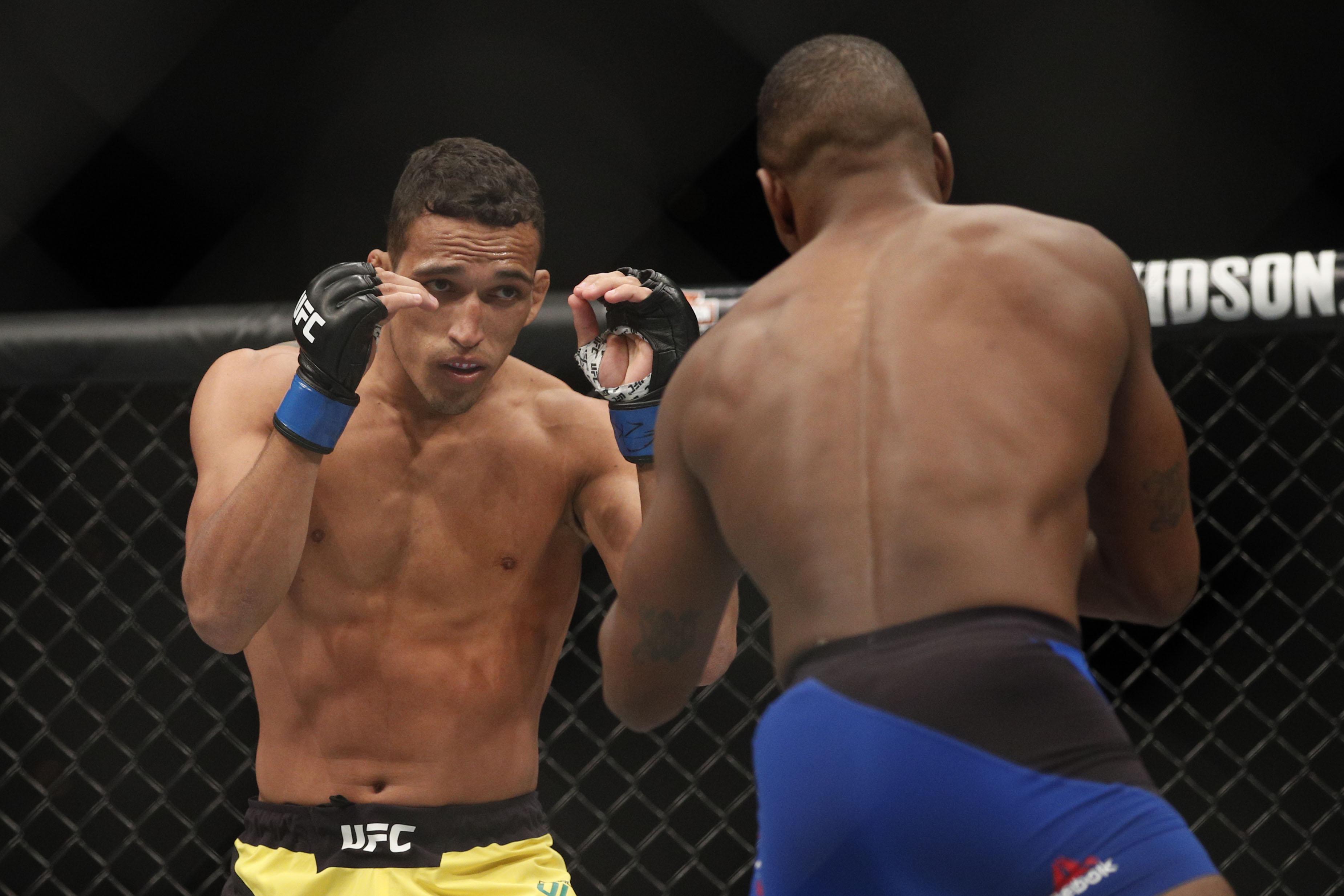 MMA: UFC 210-Brooks vs Oliveira