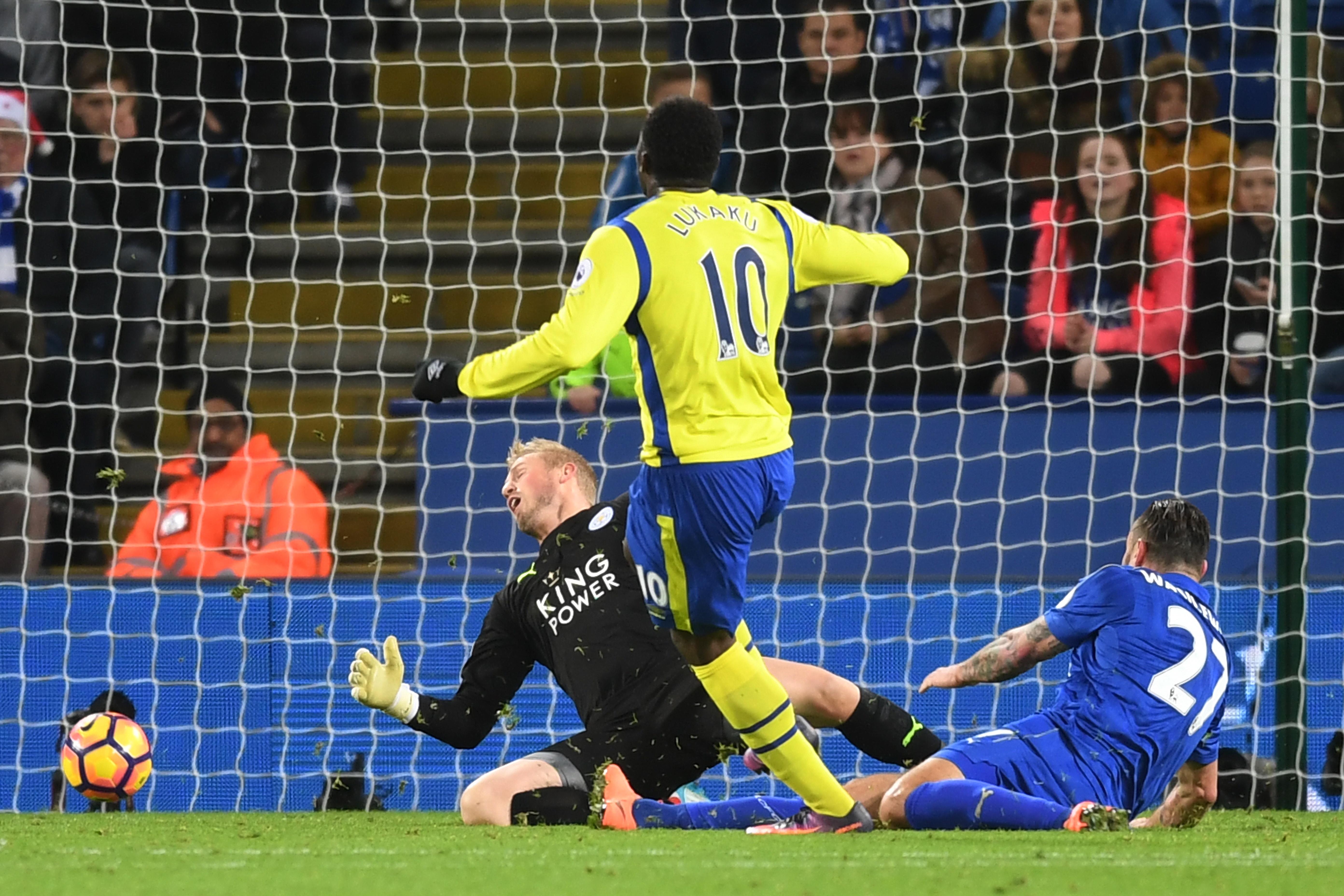 Lukaku scoring against Leicester City
