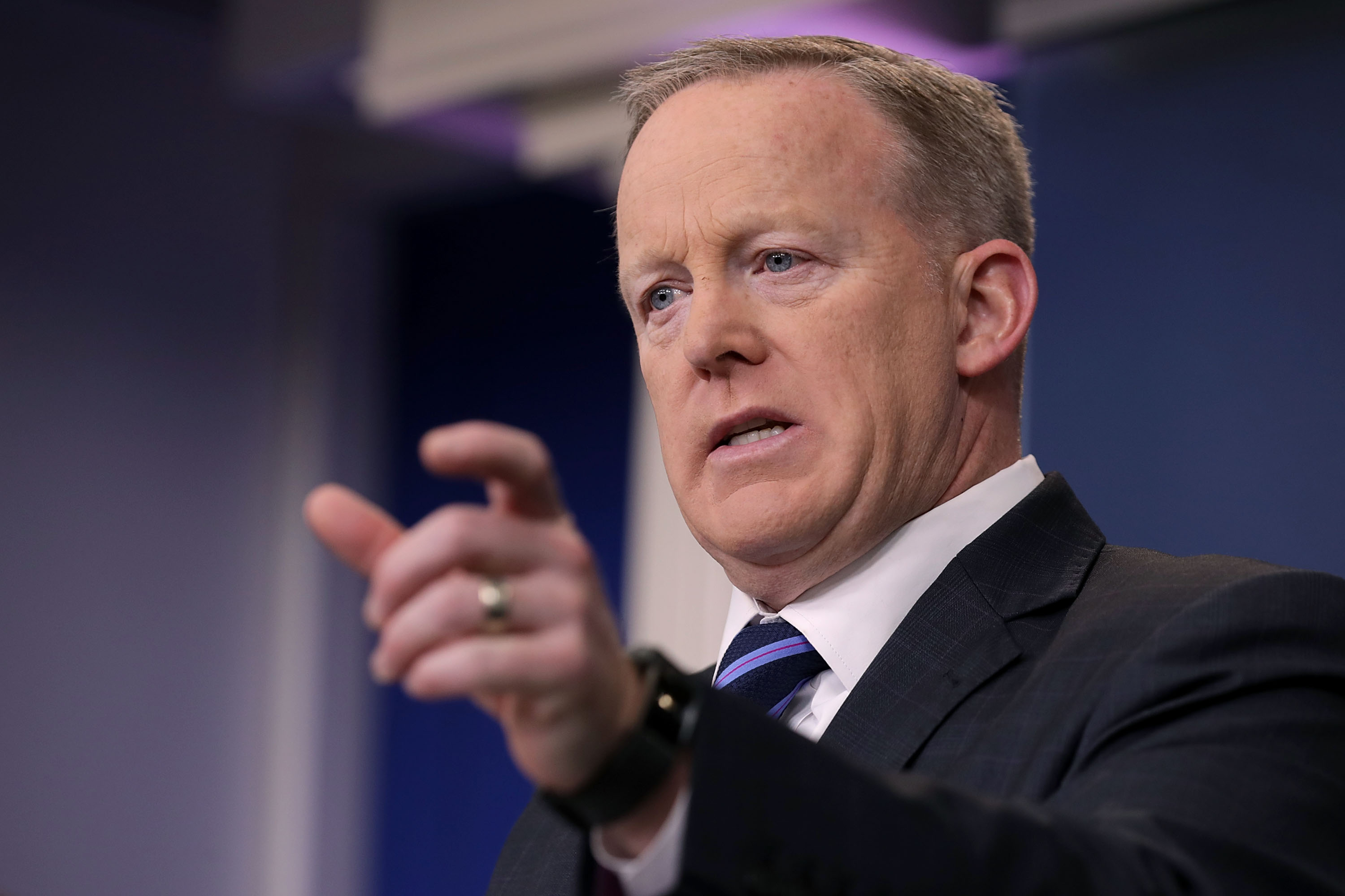 Sean Spicer can't possibly mean what he just said about Syria. Can he?