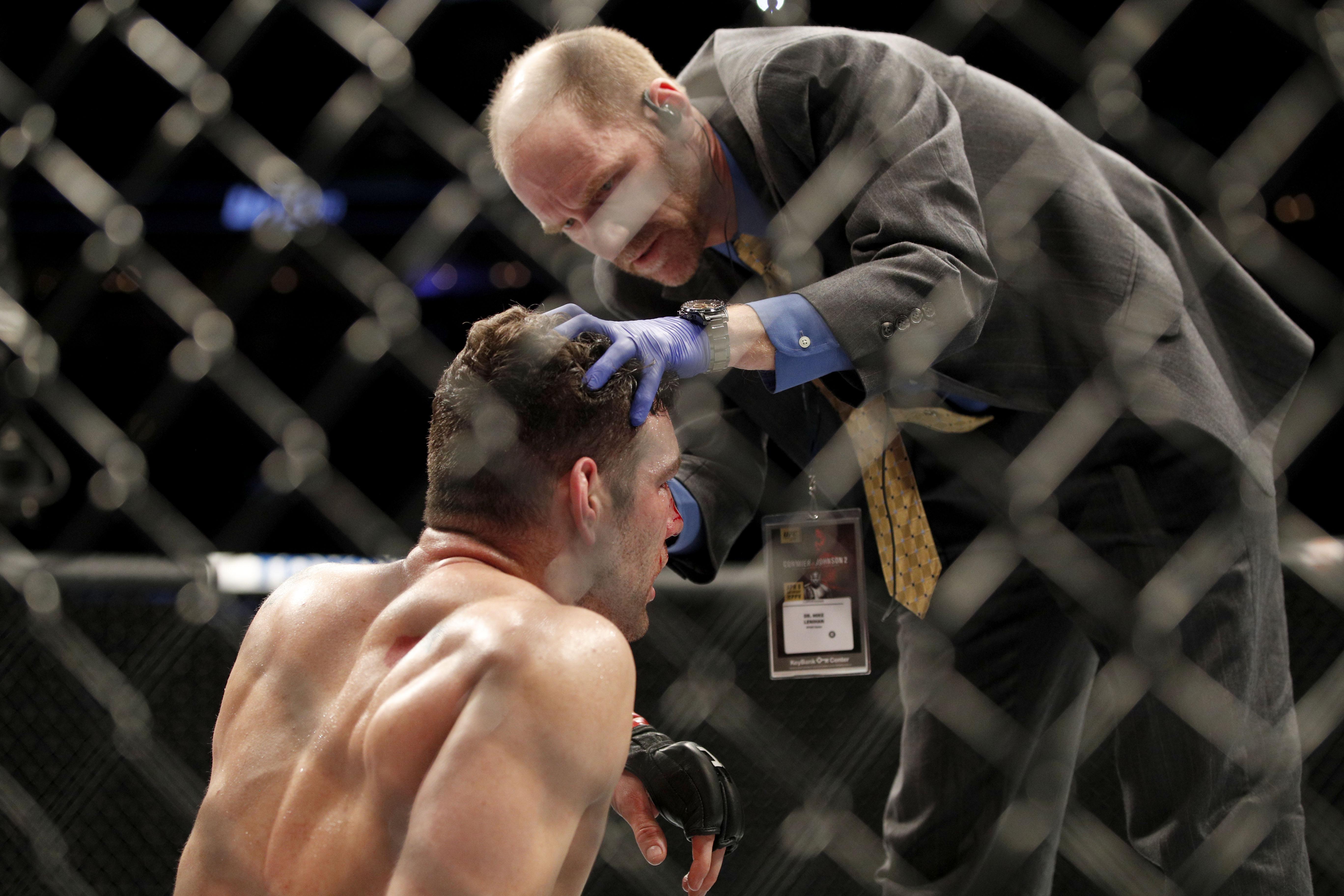 MMA: UFC 210-Weidman vs Mousasi