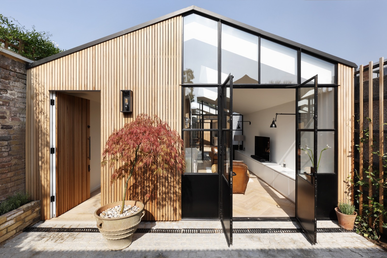 Modern home in London works magic on an awkward lot