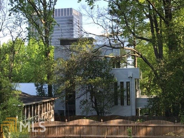 A shoddy modern home in the shadow of Atlantic station.