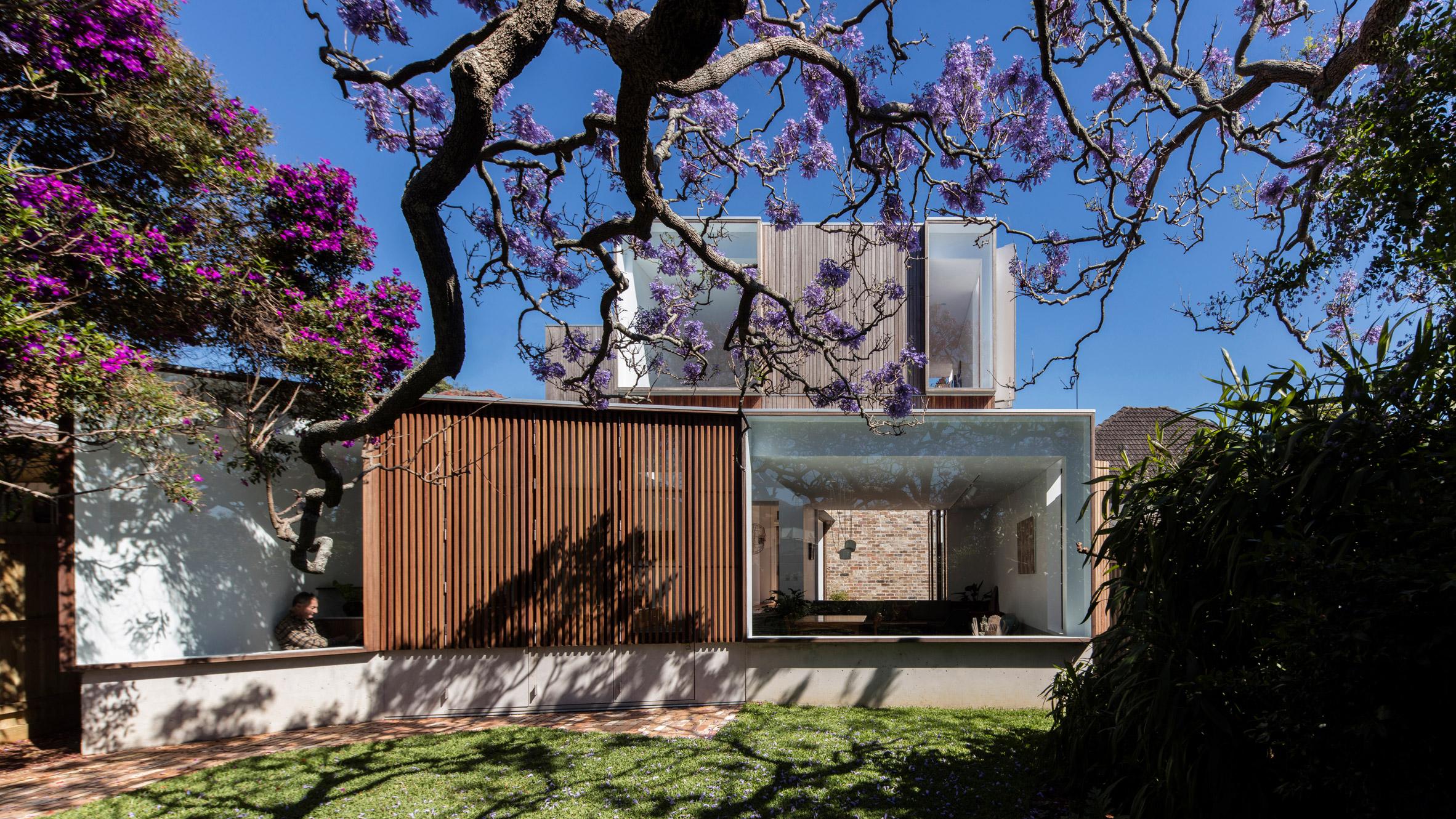1917 Australian cottage gets a dazzling extension