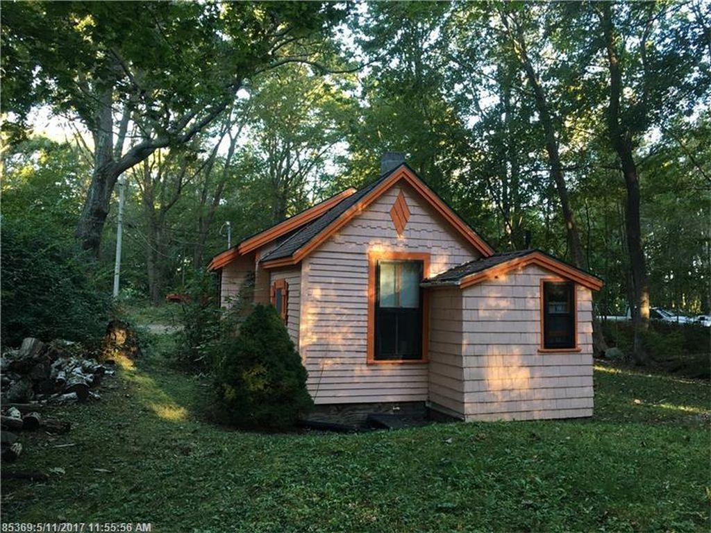 Tiny house on big lot, built in 1900, wants $183K