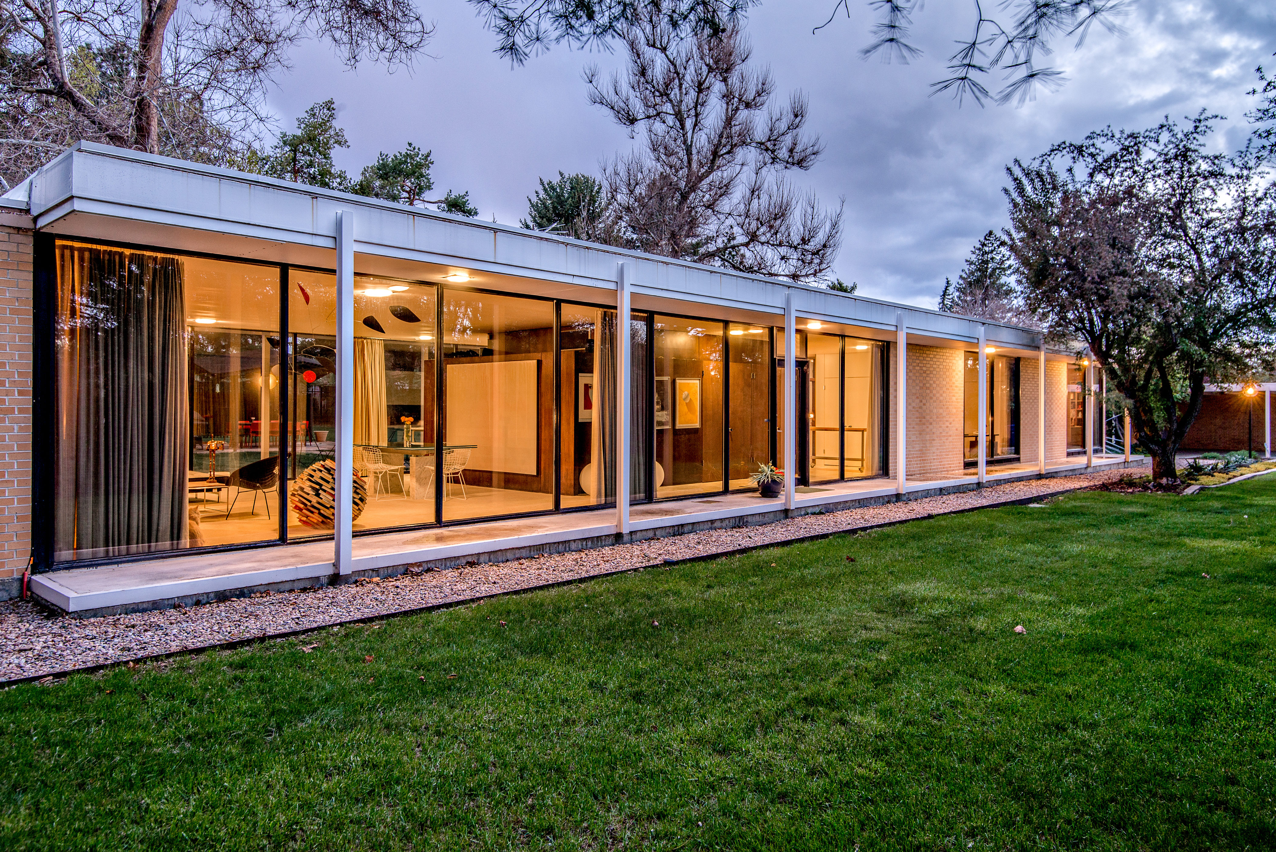 Midcentury modern curbed for Modern classic homes