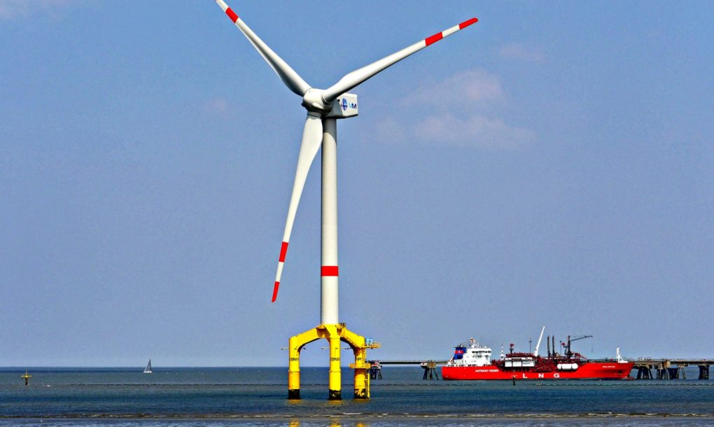 World's largest wind turbines installed off British coast