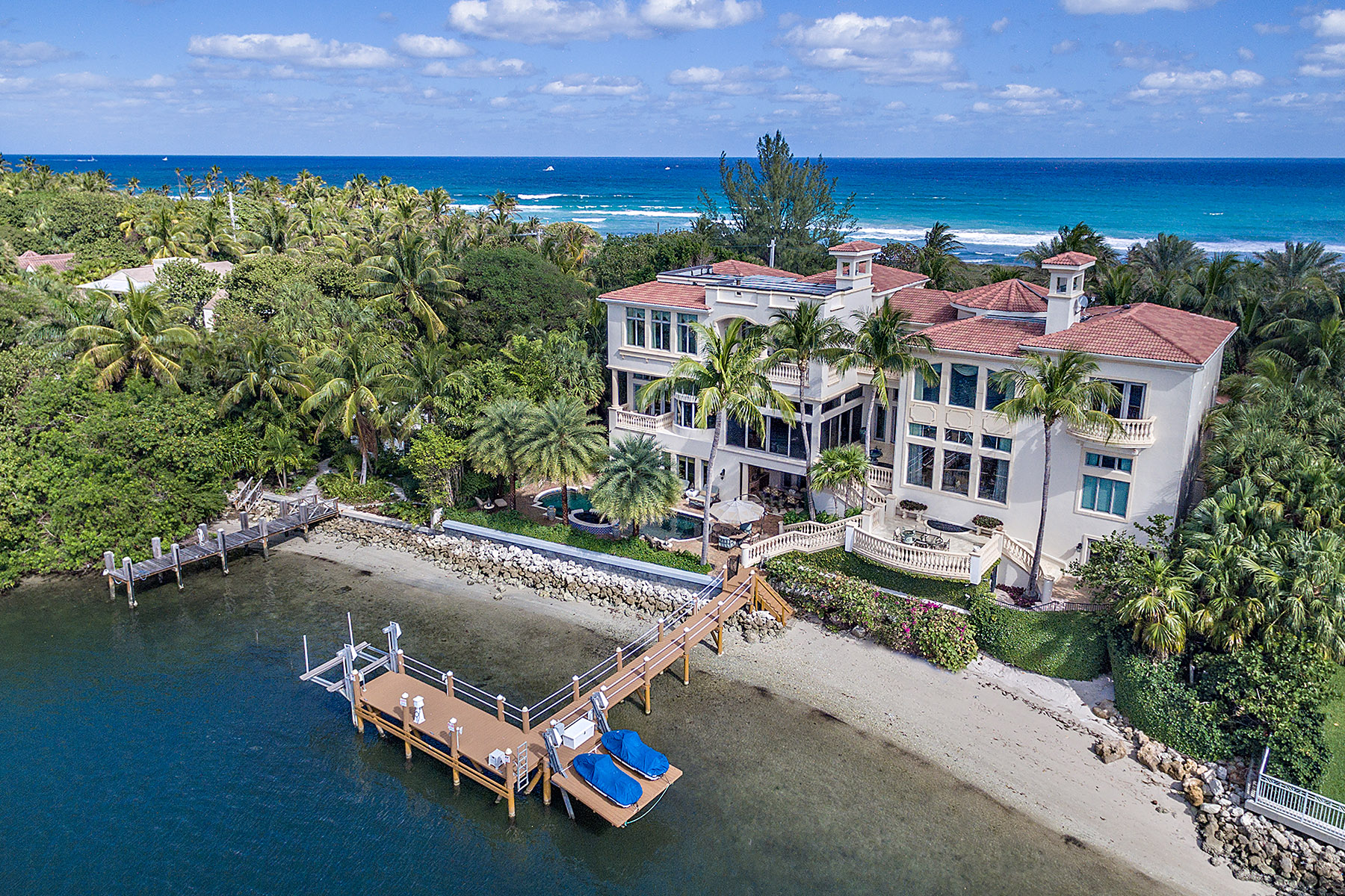 A Manalapan mansion that just sold for $13.5 million