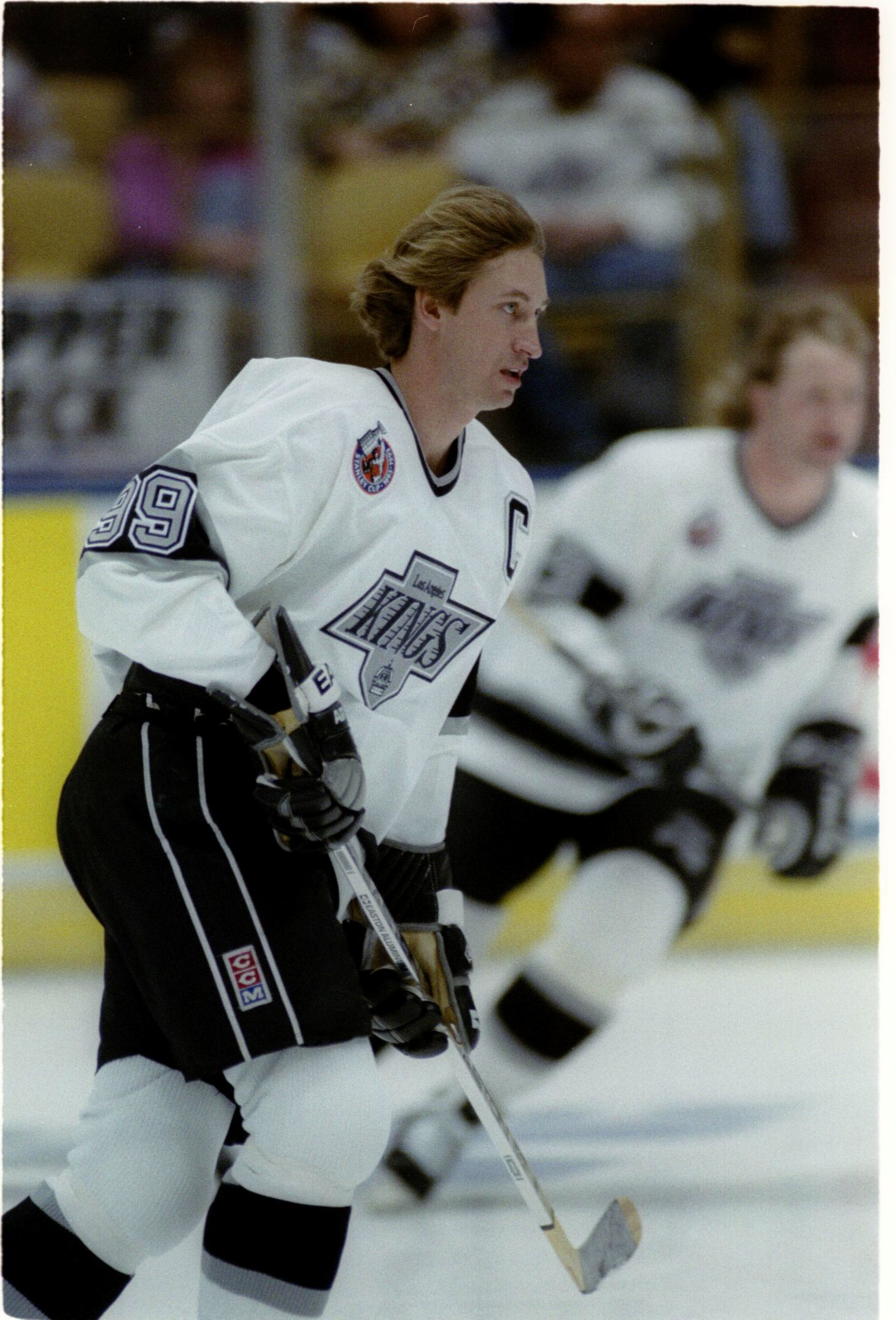 6 JANUARY 1993 LOS ANGELES KINGS CAPTAIN WAYNE GRETZKY RETURNS AFTER RECOVERING FROM BACK SURGERY DU