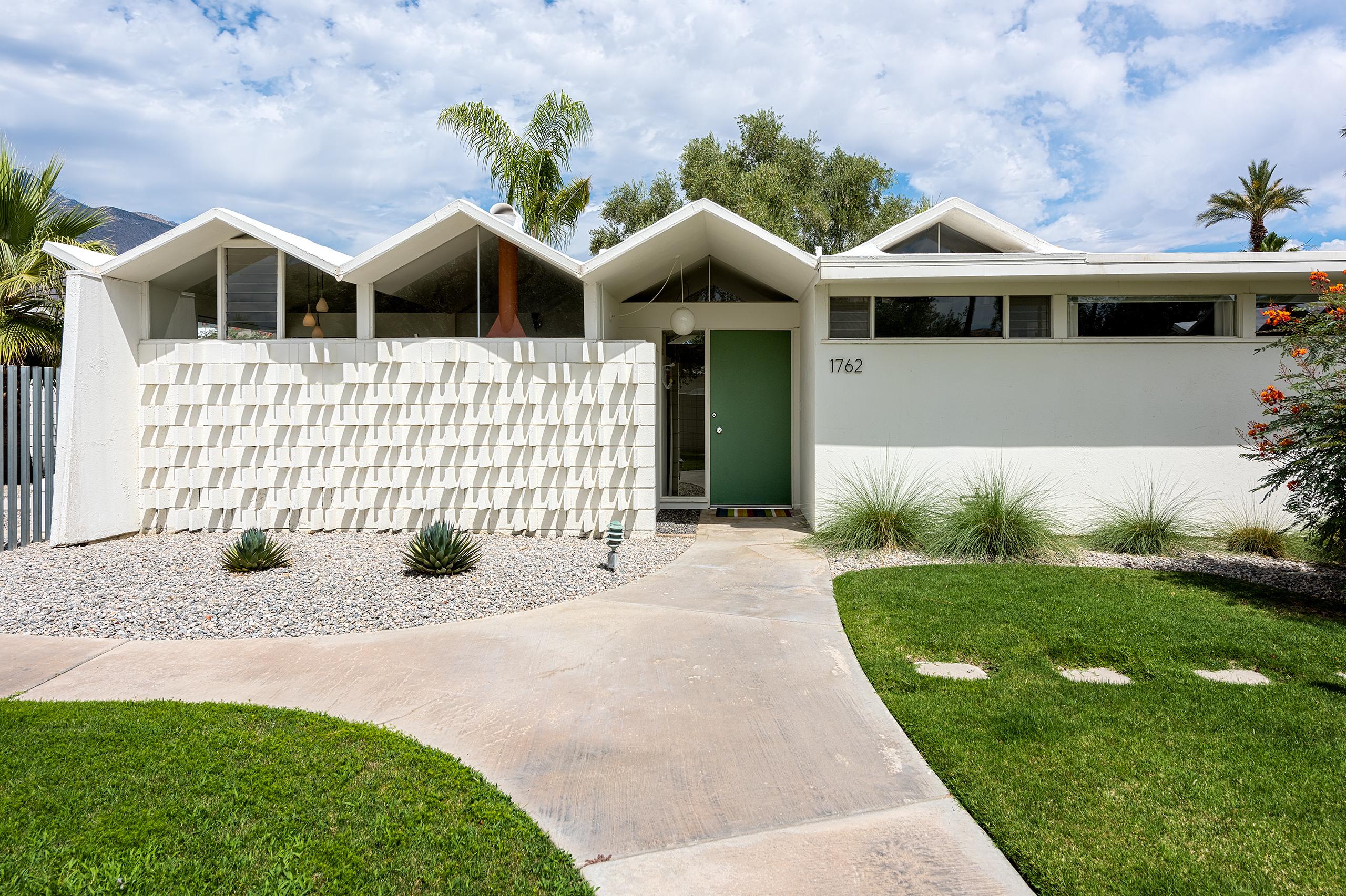 Modernist Palm Springs condo seeks $469K