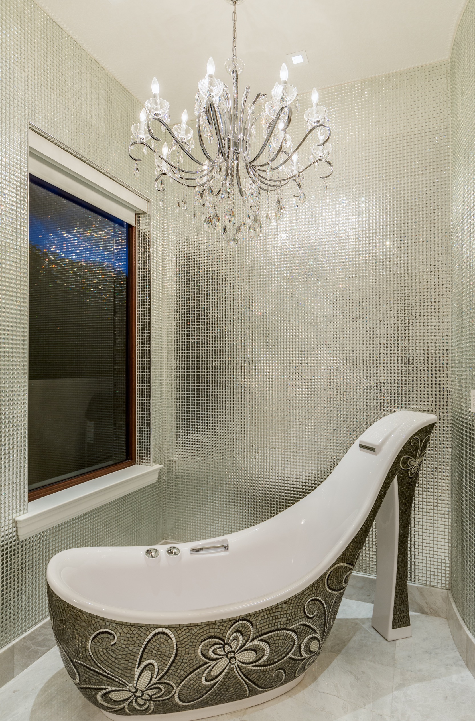 A stiletto tub inside a for-sale home in Jupiter