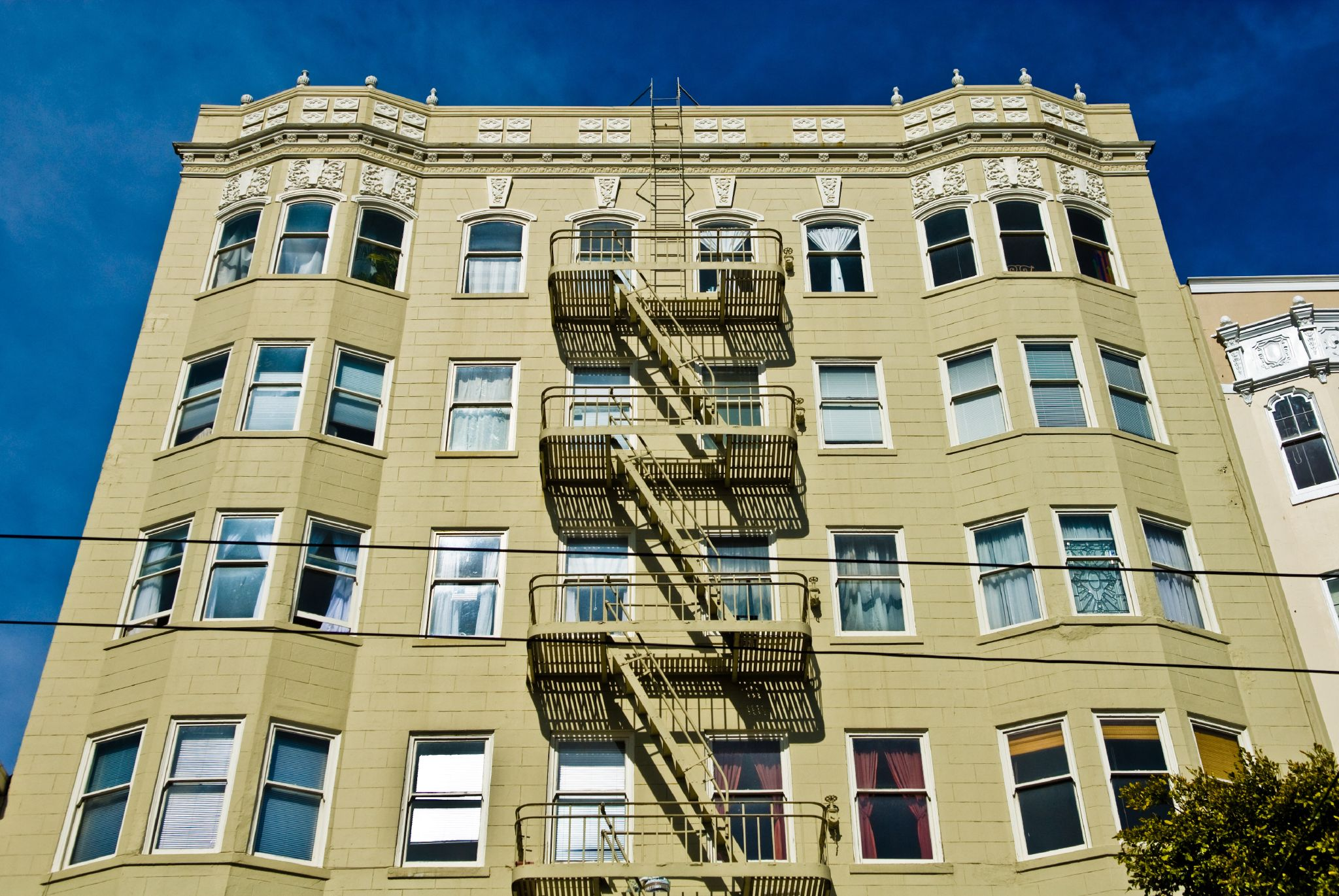 Photo of SF apartment building, 1920s Art Deco number.