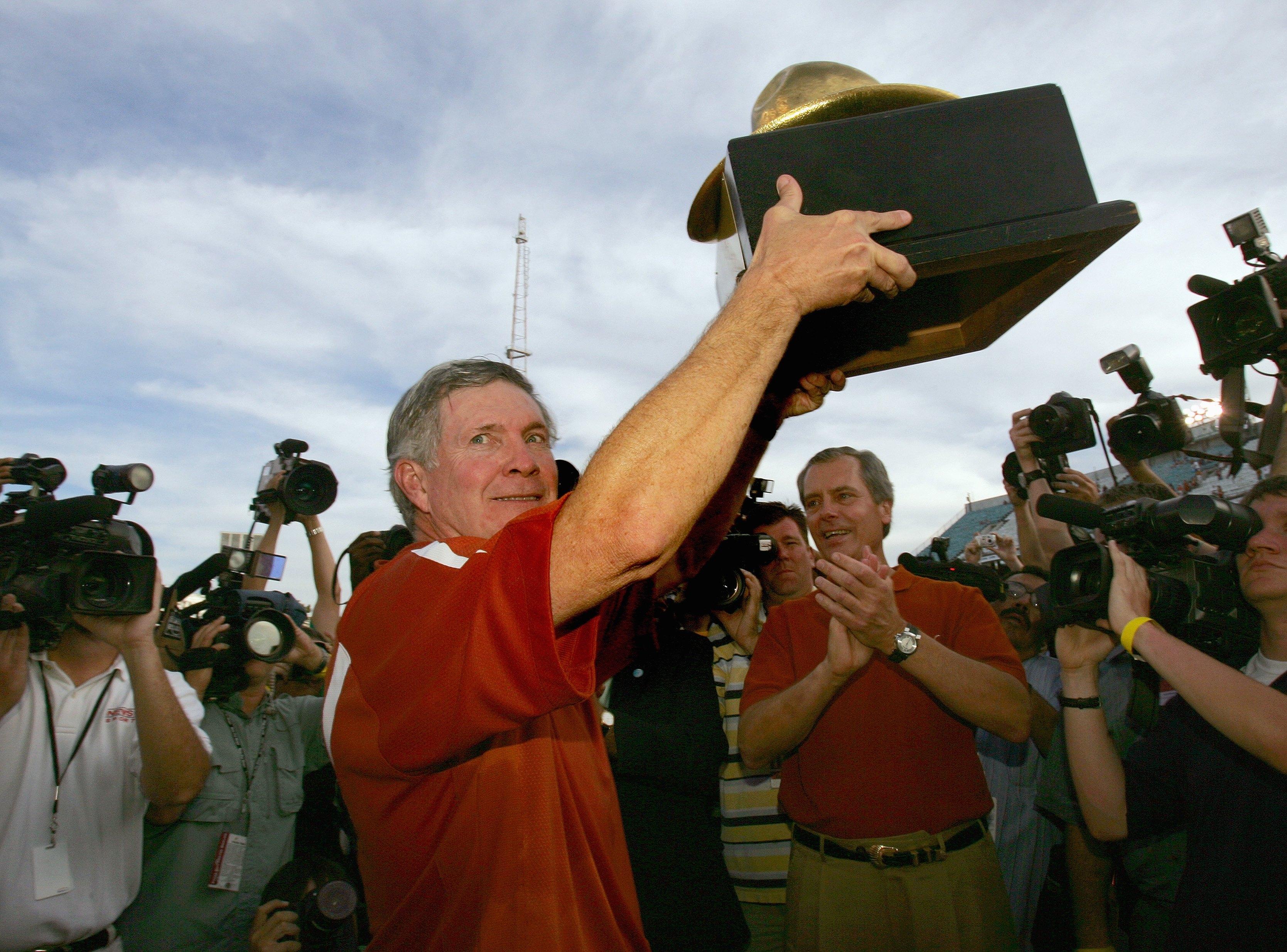 Texas Longhorns v Oklahoma Sooners